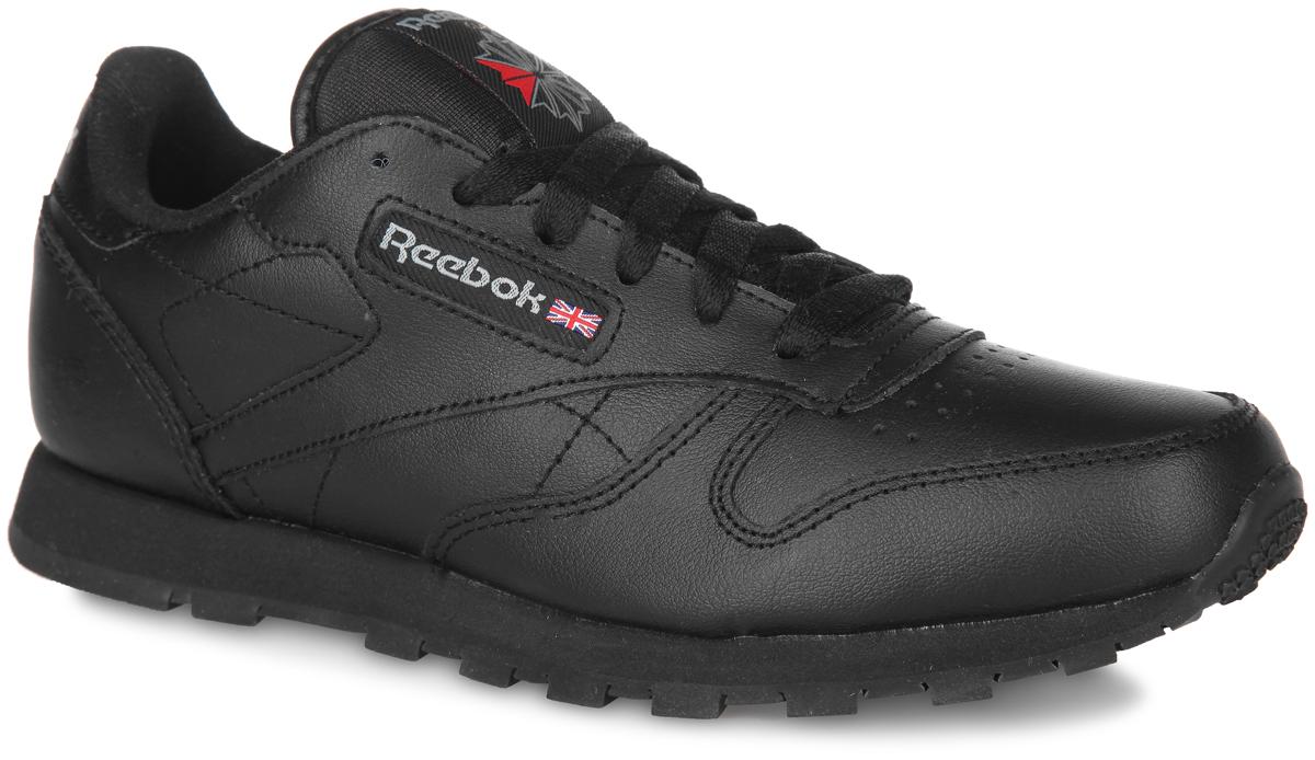 Кроссовки для мальчика Reebok Classic Leather, цвет: черный. 50149. Размер 4,5 (36,5)50149Стильные кроссовки Classic Leather от Reebok покорят вашего мальчика. Модель выполнена из натуральной кожи и текстиля. Одна из боковых сторон и язычок оформлены фирменной нашивкой, задник - названием бренда, мыс - перфорацией. Классическая шнуровка гарантирует удобство и надежно фиксирует модель на стопе. Стелька из EVA с текстильной поверхностью обеспечивает комфорт. Промежуточная подошва из EVA гарантирует отличную амортизацию. Рифленая подошва обеспечивает идеальное сцепление с любыми поверхностями.Такие кроссовки идеальный выбор для активных игр и веселых прогулок.