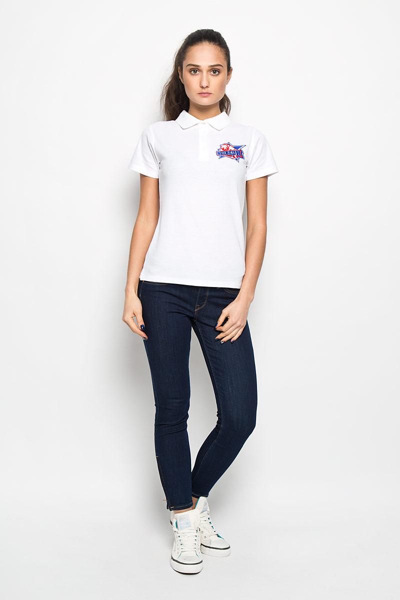 ПолоPW001-WHITEСтильная женская футболка-поло Robin Ruth, изготовленная из хлопка и полиэстера, мягкая и приятная на ощупь, не сковывает движения и позволяет коже дышать, обеспечивая комфорт. Модель с отложным воротником-поло и короткими рукавами от ворота застегивается на четыре пластиковые пуговицы. Модель оформлена вышивкой логотипа хоккейной команды Медведи из сериала Молодежка. Эта модель послужит отличным дополнением к вашему гардеробу. В ней вы всегда будете чувствовать себя уютно и комфортно.