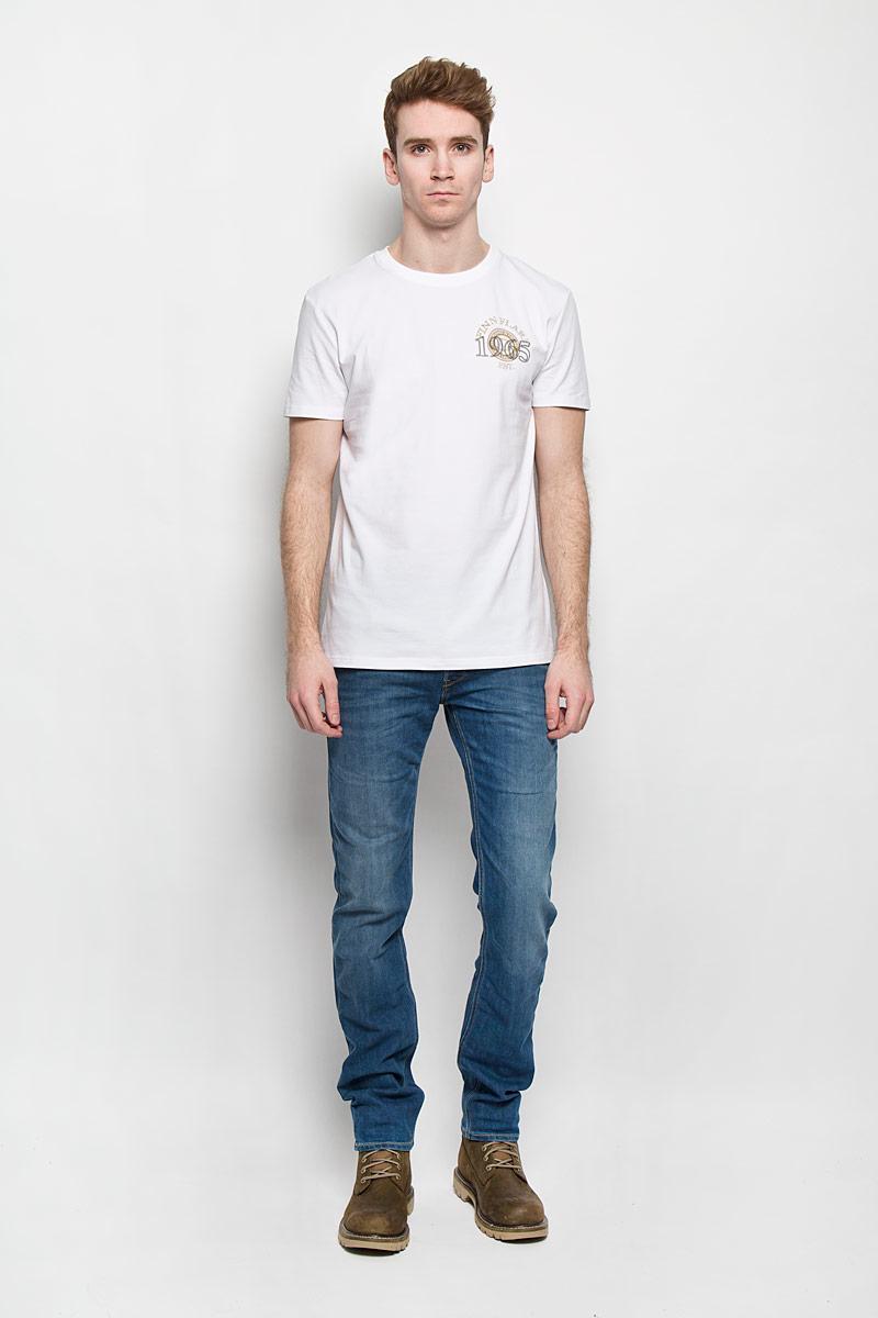 ФутболкаB16-22025Стильная мужская футболка Finn Flare, выполненная из эластичного хлопка, необычайно мягкая и приятная на ощупь, не сковывает движения и позволяет коже дышать, обеспечивая комфорт. Модель с круглым вырезом горловины и короткими рукавами оформлена принтовыми надписями. Вырез горловины дополнен трикотажной резинкой, что предотвращает деформацию при носке. Футболка Finn Flare станет отличным дополнением к вашему гардеробу.