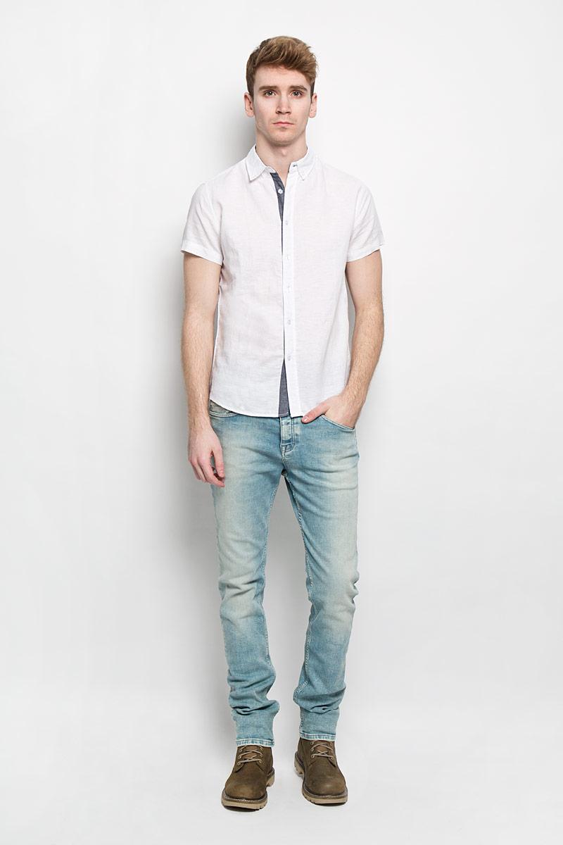 РубашкаB686013Мужская рубашка Baon идеальный вариант для создания образа в стиле Casual. Изготовленная из натурального хлопка и льна, она мягкая и приятная на ощупь, не сковывает движения и позволяет коже дышать, обеспечивая наибольший комфорт. Рубашка с отложным воротником и короткими рукавами застегивается на пуговицы по всей длине. По бокам модель декорирована небольшими вставками контрастного цвета. Стильная рубашка подарит вам комфорт в течение всего дня и займет достойное место в вашем гардеробе.