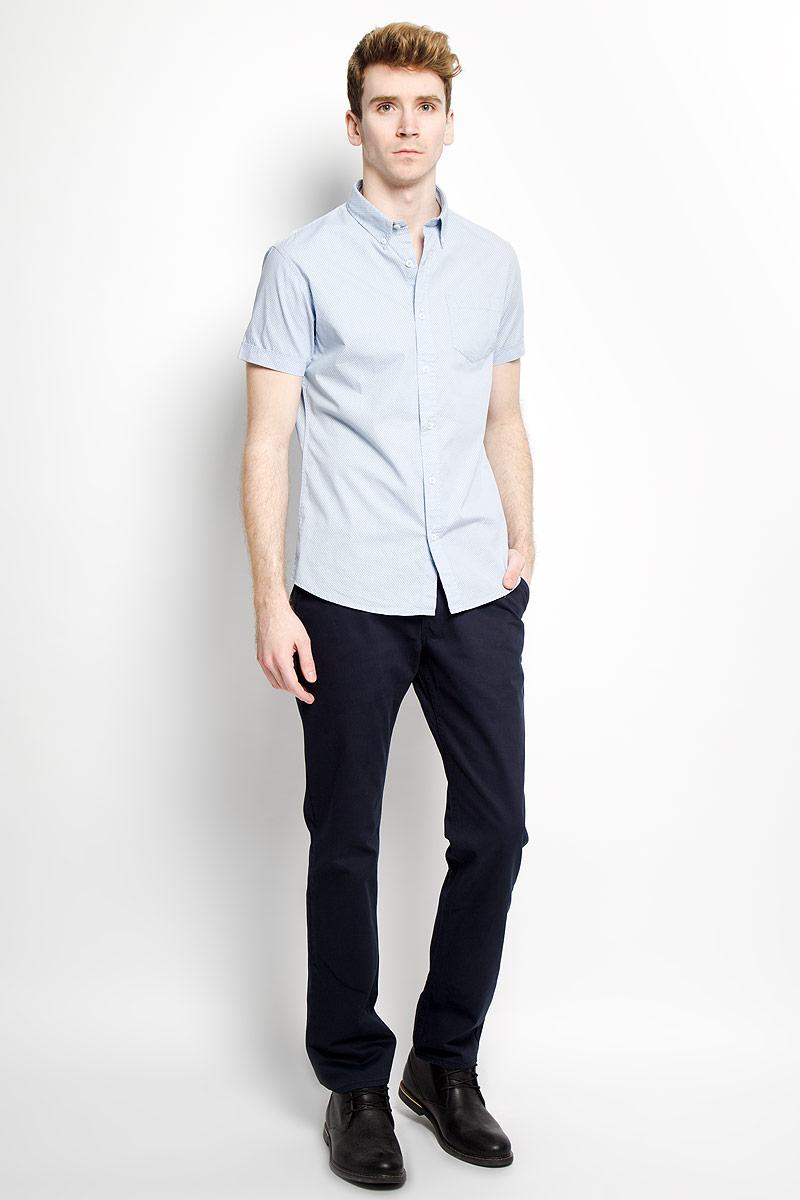 РубашкаB686014Стильная мужская рубашка Baon, выполненная из натурального хлопка, обладает высокой теплопроводностью, воздухопроницаемостью и гигроскопичностью, позволяет коже дышать, тем самым обеспечивая наибольший комфорт при носке даже самым жарким летом. Модель с короткими рукавами, отложным воротником на пуговицах и полукруглым низом застегивается на пуговицы. На груди расположен накладной кармашек. Рубашка оформлена узором в мелкий крестик. Такая рубашка будет дарить вам комфорт в течение всего дня и послужит замечательным дополнением к вашему гардеробу.