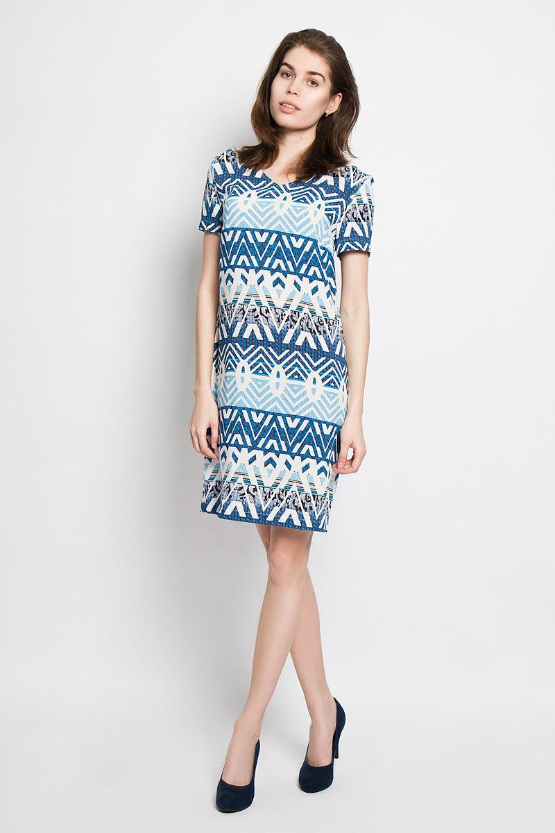 ПлатьеB456020Яркое платье Baon идеально подойдет для вас и станет стильным дополнением к вашему гардеробу. Выполненное из мягкой вискозы, оно приятное на ощупь, не сковывает движений, хорошо пропускает воздух, обеспечивая комфорт. Модель с V-образным вырезом горловины и короткими рукавами застегивается сзади на небольшую молнию. Изделие оформлено орнаментом по всей поверхности. Такое платье поможет создать яркий и привлекательный образ, в нем вам будет удобно и комфортно.