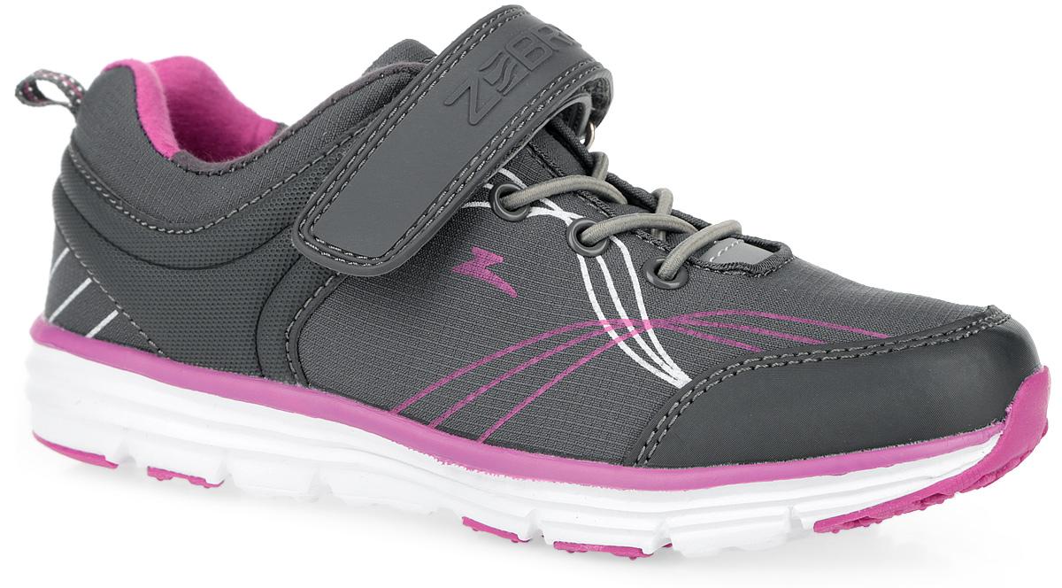 Кроссовки10072-10Модные кроссовки от Зебра очаруют вашу девочку с первого взгляда! Модель выполнена из качественного текстиля со вставками из искусственной кожи и оформлена на ремешке названием бренда. Эластичная шнуровка и ремешок с застежкой-липучкой, пропущенный через шлевку на подъеме, надежно зафиксируют ногу. Светоотражающие элементы отвечают за дополнительную безопасность в темное время суток. Ярлычок на заднике облегчает надевание обуви. Анатомическая профилированная стелька способствует правильному формированию скелета и анатомических сводов детской стопы, правильной установке пятке ребенка. Перфорация на стельке позволяет ножкам дышать. Подошва имеет высокую естественную способность к сцеплению с любой поверхностью за счет особой формы и рельефа. Эффектные кроссовки приведут в восторг вашу юную модницу!