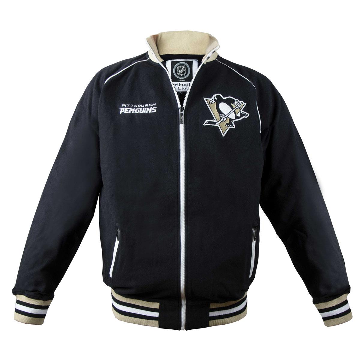 Толстовка с логотипом (ХК)35560Мужская толстовка NHL Pittsburgh Penguins, изготовленная из натурального хлопка, очень мягкая и приятная на ощупь, не сковывает движения, обеспечивая наибольший комфорт. Толстовка с небольшим воротником-стойкой и длинными рукавами-реглан застегивается на молнию по всей длине. Снизу модели предусмотрена широкая мягкая резинка, которая предотвращает проникновение холодного воздуха. Рукава дополнены эластичными манжетами. Резинка, воротник и манжеты оформлены контрастными полосками. Спереди расположены два прорезных кармана на застежках-молниях. Изделие оформлено вышивкой с названием хоккейного клуба Pittsburgh Penguins и аппликацией с его эмблемой. Стильная толстовка подарит вам комфорт и станет отличным дополнением к вашему гардеробу.