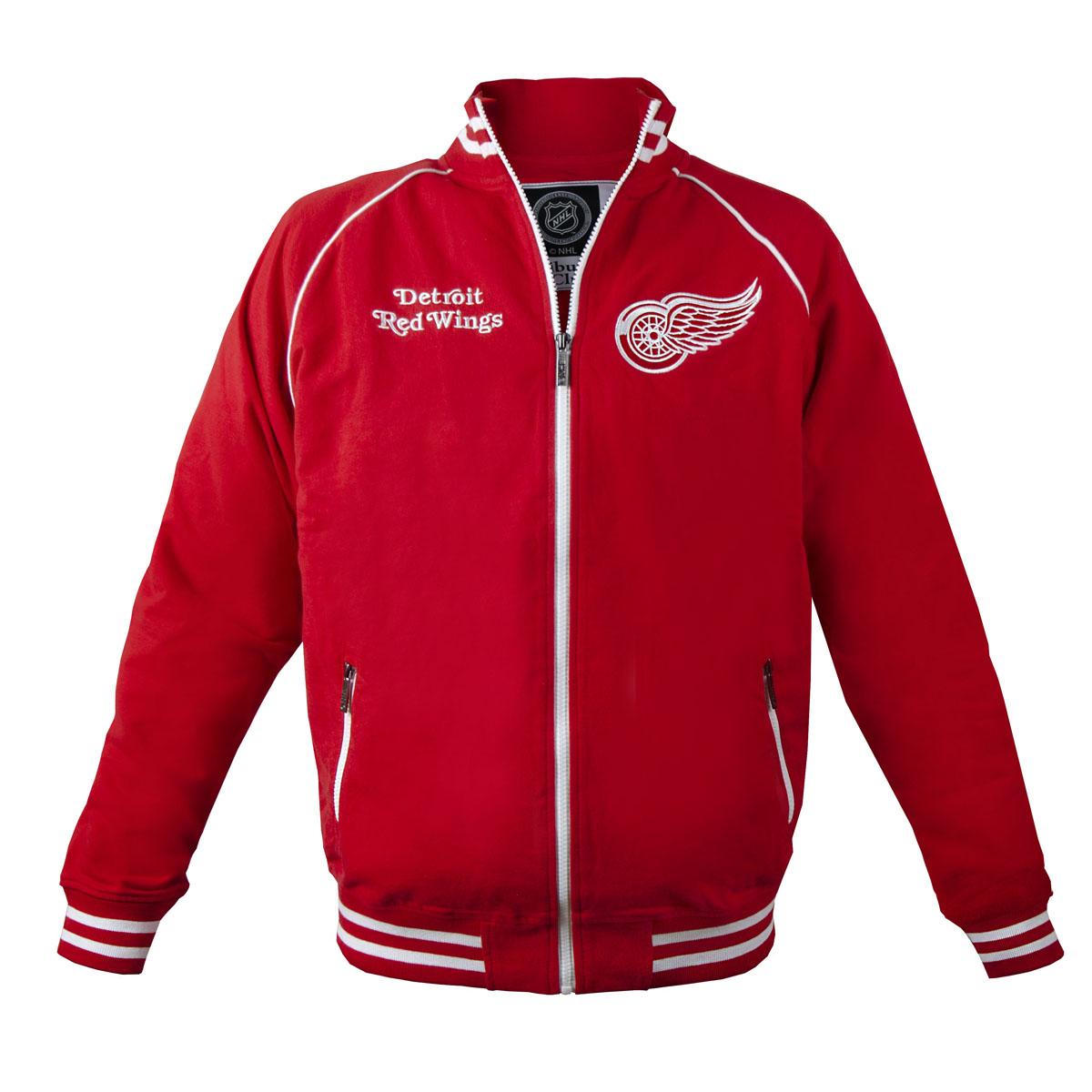 Толстовка с логотипом (ХК)35600Мужская толстовка NHL Detroit Red Wings, изготовленная из натурального хлопка, очень мягкая и приятная на ощупь, не сковывает движения, обеспечивая наибольший комфорт. Толстовка с небольшим воротником-стойкой и длинными рукавами-реглан застегивается на молнию по всей длине. Снизу модели предусмотрена широкая мягкая резинка, которая предотвращает проникновение холодного воздуха. Рукава дополнены эластичными манжетами. Спереди расположены два прорезных кармана на застежках-молниях. Изделие оформлено вышивками с названием хоккейного клуба Detroit Red Wings и его эмблемой. Стильная толстовка подарит вам комфорт и станет отличным дополнением к вашему гардеробу.