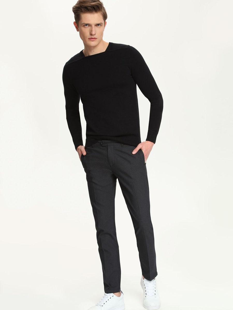 Брюки мужские Top Secret, цвет: графитовый. SSP2213CA. Размер 33 (48/50)SSP2213CAМужские брюки Top Secret, выполненные из эластичного хлопка с добавлением полиэстера, идеально подойдут для повседневной носки. Материал изделия мягкий и приятный на ощупь, не сковывает движения и позволяет коже дышать.Брюки слегка зауженного кроя застегиваются на поясе на пуговицы и имеют ширинку на застежке молнии, а также шлевки для ремня. Спереди предусмотрены два втачных кармана. Сзади расположены два прорезных кармана.Такая модель станет стильным дополнением к вашему гардеробу. Лаконичный дизайн и совершенство стиля подчеркнут вашу индивидуальность.
