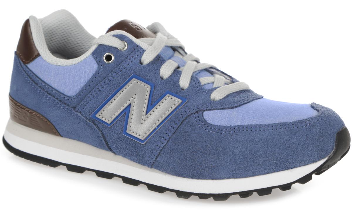 Кроссовки для мальчика New Balance, цвет: серо-голубой, голубой, темно-коричневый. KL574U2P. Размер 12.5 (30,5)KL574U2P/MСтильные кроссовки от New Balance придутся по душе вашему мальчику. Верх модели выполнен из натуральной кожи со вставками из искусственной кожи и текстиля. По бокам обувь оформлена нашивками из искусственной кожи со светоотражающим элементом в виде фирменного логотипа бренда, на язычке и заднике - тиснением в виде символики и названия бренда. Светоотражающие элементы предназначены для лучшей видимости в темное время суток. Классическая шнуровка надежно зафиксирует изделие на ноге. Мягкая верхняя часть и подкладка, изготовленная из текстиля, гарантируют уют и предотвращают натирание. Стелька из материала EVA с текстильной поверхностью, дополненная легкой перфорацией для лучшей воздухопроницаемости, обеспечивает комфорт. Подошва из резины оснащена рифлением для лучшей сцепки с поверхностями. Удобные кроссовки займут достойное место среди коллекции обуви вашего ребенка.