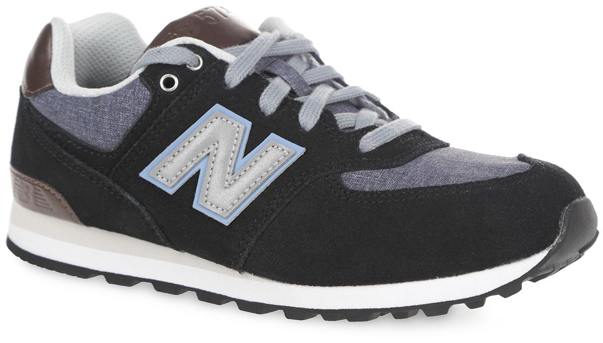 Кроссовки для мальчика New Balance, цвет: черный, серо-синий, темно-коричневый. KL574U1P. Размер 12.5 (30,5)KL574U1PСтильные кроссовки от New Balance придутся по душе вашему мальчику. Верх модели выполнен из натуральной кожи со вставками из искусственной кожи и текстиля. По бокам обувь оформлена нашивками из искусственной кожи со светоотражающим элементом в виде фирменного логотипа бренда, на язычке и заднике - тиснением в виде символики и названия бренда. Светоотражающие элементы предназначены для лучшей видимости в темное время суток. Классическая шнуровка надежно зафиксирует изделие на ноге. Мягкая верхняя часть и подкладка, изготовленная из текстиля, гарантируют уют и предотвращают натирание. Стелька из материала EVA с текстильной поверхностью, дополненная легкой перфорацией для лучшей воздухопроницаемости, обеспечивает комфорт. Подошва из резины оснащена рифлением для лучшей сцепки с поверхностями. Удобные кроссовки займут достойное место среди коллекции обуви вашего ребенка.