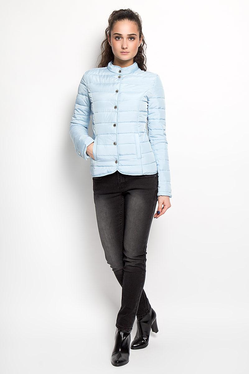 КурткаSKU0682TUСтильная женская куртка Top Secret отлично подойдет для прохладной погоды. Модель приталенного силуэта с воротником-стойкой и длинными рукавами застегивается на кнопки. Воротник изделия также застегивается на металлическую кнопку. Куртка оформлена эффектной стежкой и спереди дополнена двумя втачными карманами на кнопках. Эта модная куртка послужит отличным дополнением к вашему гардеробу.