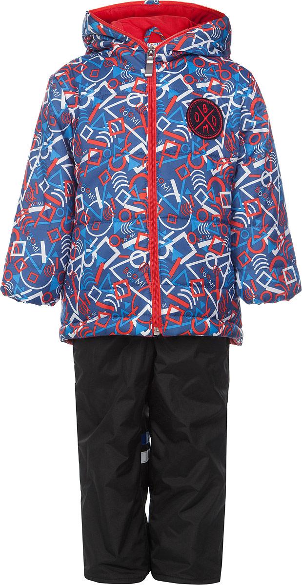 Комплект верхней одежды63634DM_BOB_вариант 2Яркий комплект для мальчика Boom!, состоящий из куртки и брюк, идеально подойдет вашему ребенку в прохладную погоду. Комплект, изготовленный из водоотталкивающей и ветрозащитной ткани, утеплен синтепоном. В качестве подкладки используется полиэстер с добавлением хлопка и вискозы. Куртка с капюшоном застегивается на пластиковую молнию до верха капюшона. Капюшон не отстегивается. Края рукавов присборены изнутри на тонкие эластичные манжеты. По бокам куртка дополнена двумя прорезными кармашками. Оформлено изделие ярким принтом с изображением геометрических фигур и украшено небольшой нашивкой на груди. Брюки прямого кроя на талии имеют широкую трикотажную резинку, регулируемую шнурком. По бокам они дополнены двумя прорезными кармашками. Длину брюк можно регулировать при помощи отворотов. Подкладка изделия выполнена из теплого мягкого флиса. Оформлена модель контрастными трикотажными вставками. Изделие дополнено светоотражающим элементом для безопасности...