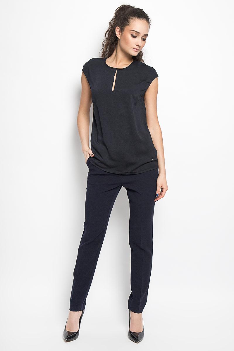 Блузка женская Top Secret, цвет: черный. SBD0582GR. Размер 36 (42)SBD0582GRСтильная женская блуза Top Secret, выполненная из полиэстера, подчеркнет ваш уникальный стиль и поможет создать оригинальный женственный образ.Свободная блузка без рукавов, с круглым вырезом горловины застегивается на пуговицу на спинке. Модель дополнена двумя небольшими разрезами по горловине и металлической вставкой на горловине спереди. Внизу изделие дополнено металлической нашивкой с логотипом бренда. Такая блузка идеально подойдет для жарких летних дней. Такая блузка будет дарить вам комфорт в течение всего дня и послужит замечательным дополнением к вашему гардеробу.