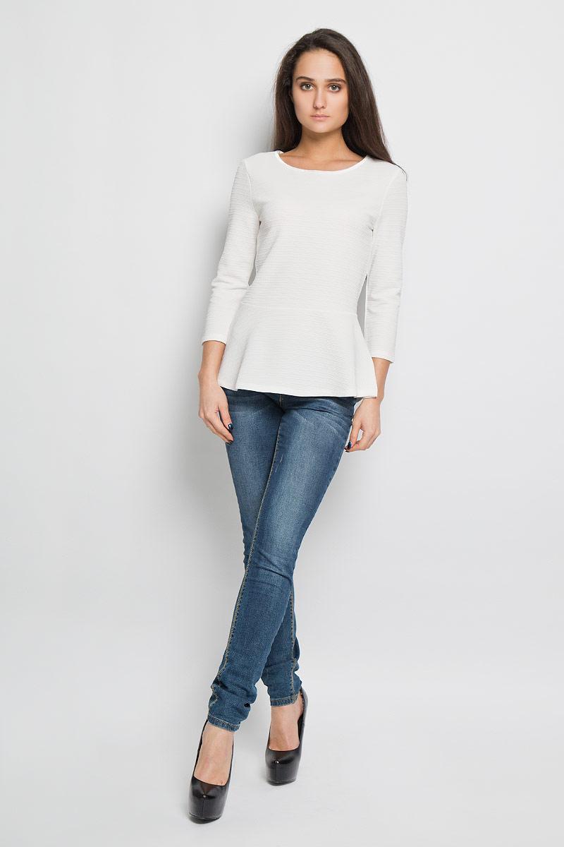 Блузка1033710.00.71Стильная женская блузка Tom Tailor Denim, изготовленная из полиэстера с добавлением эластана, приятная на ощупь, не сковывает движений и обеспечивает наибольший комфорт. Модель с круглым вырезом горловины и рукавами 3/4 великолепно подойдет для создания образа в стиле Casual. Горловина блузки обработана бархатной эластичной тесьмой. Застегивается модель на застежку-молнию, расположенную на спинке. Модель по линии талии дополнена баской.