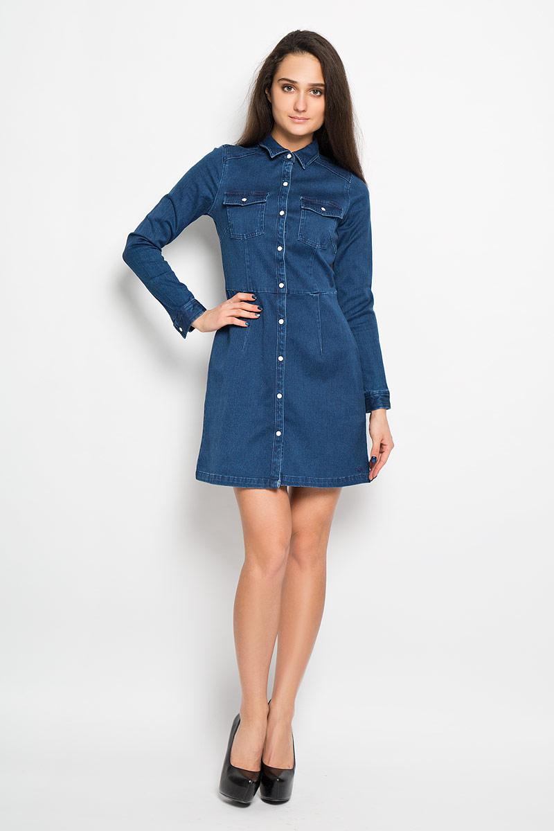 Платье5019062.00.71Модное платье Tom Tailor Denim, изготовленное из эластичного хлопка, необычайно мягкое и приятное на ощупь, не сковывает движения, обеспечивая наибольший комфорт. Модель средней длины с отложным воротником и длинными рукавами спереди по всей длине застегивается на кнопки. Низ рукава дополнен манжетом с застежкой-кнопкой. Спереди модель оформлена двумя накладными карманами на клапанах с кнопками. В этом платье вы всегда будете чувствовать себя уверенно, оставаясь в центре внимания.