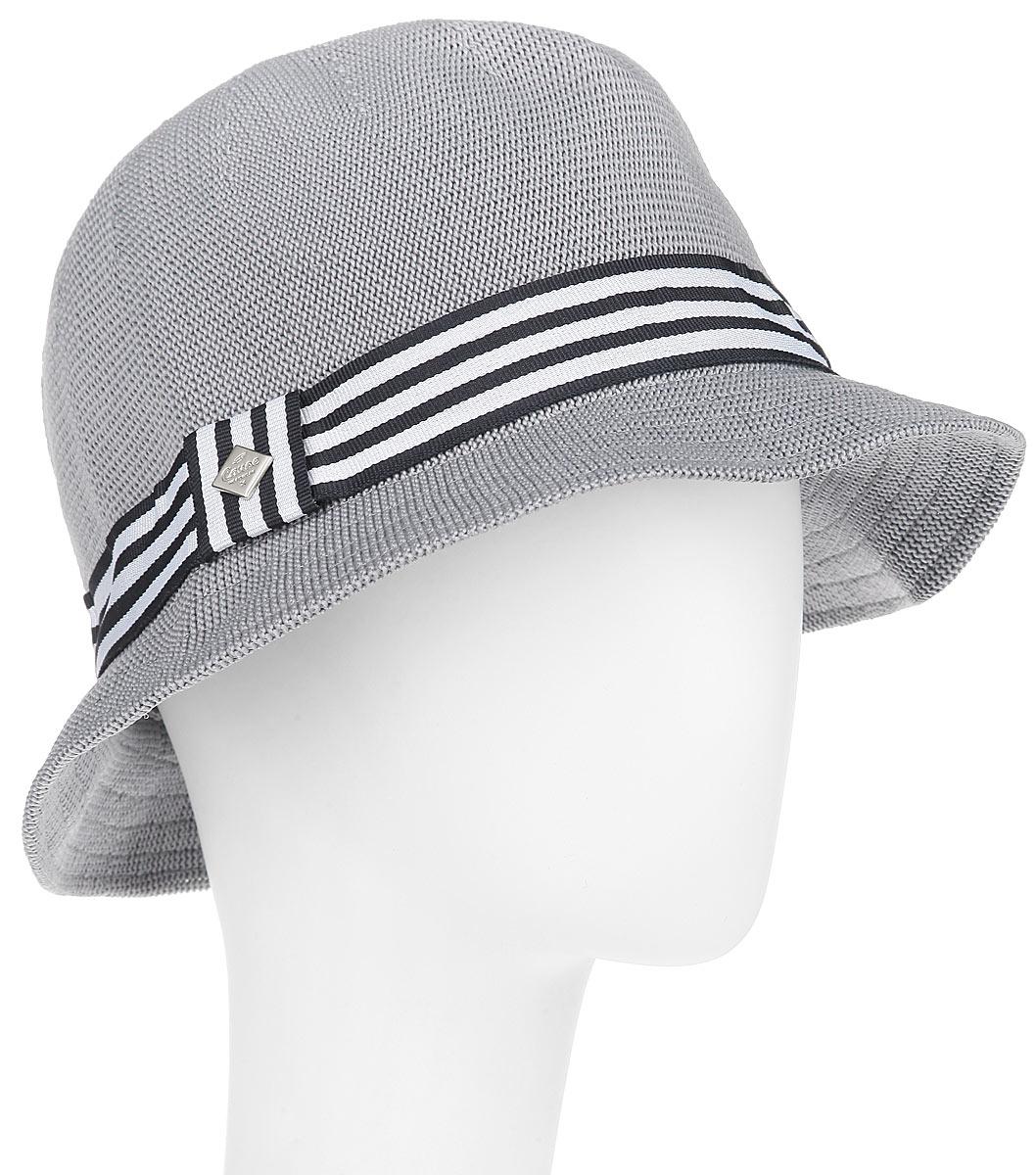 Шляпа1961217Модная шляпа Canoe Cliver, выполненная из полиэстера и акрила, украсит любой наряд. Шляпа в стиле 30-х годов оформлена полосатой лентой с логотипом фирмы вокруг тульи. Благодаря своей форме, шляпа удобно садится по голове и подойдет к любому стилю. Шляпа легко восстанавливает свою форму после сжатия. Такая шляпка подчеркнет вашу неповторимость и дополнит ваш повседневный образ.