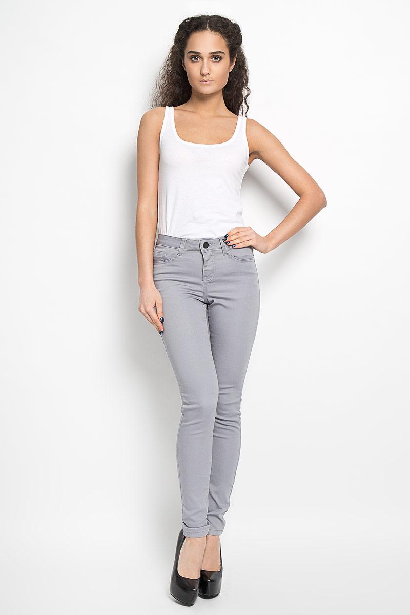Брюки10156375 379Женские брюки Broadway Jane - отличный выбор на каждый день. Они прекрасно сидят, подчеркивая все достоинства вашей фигуры. Модель прямого кроя, зауженного к низу, и средней посадки изготовлена из высококачественного материала. Застегиваются брюки на пуговицу в поясе и ширинку на застежке-молнии, также имеются шлевки для ремня. Спереди изделие дополнено двумя втачными карманами и одним небольшим накладным кармашком, а сзади - двумя накладными карманами. Эти модные и в то же время комфортные брюки послужат отличным дополнением к вашему гардеробу. В них вы всегда будете выглядеть стильно.