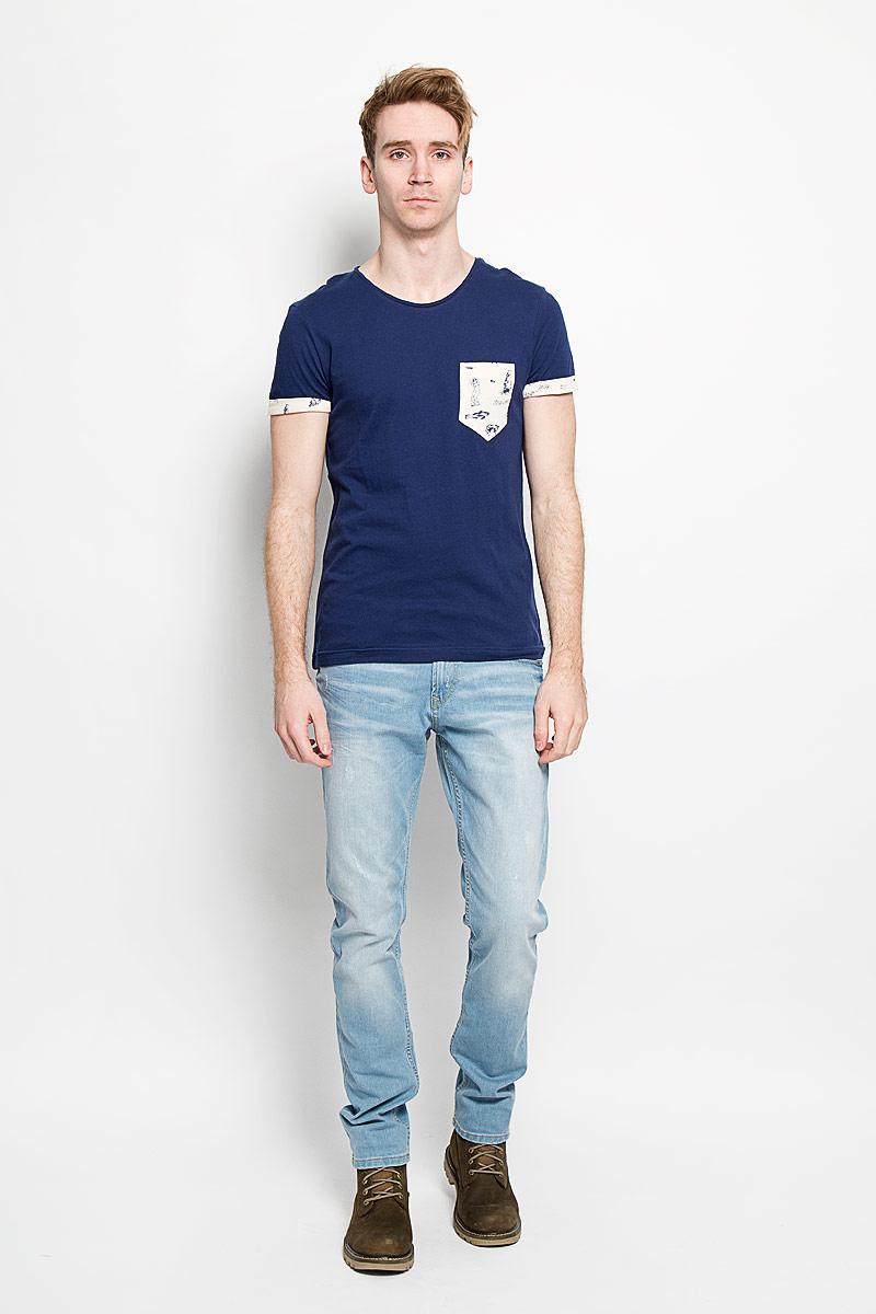 Футболка мужская Tom Tailor Denim Basic, цвет: темно-синий. 1033991.01.12. Размер XL (52)1033991.01.12Стильная мужская футболка Tom Tailor Denim Basic выполнена из натурального хлопка. Материал очень мягкий и приятный на ощупь, обладает высокой воздухопроницаемостью и гигроскопичностью, позволяет коже дышать. Модель прямого кроя с круглым вырезом горловины дополнена на груди накладным кармашком. Короткие рукава оформлены пристроченными отворотами. Спинка изделия немного удлинена. Такая модель подарит вам комфорт в течение всего дня и послужит замечательным дополнением к вашему гардеробу.