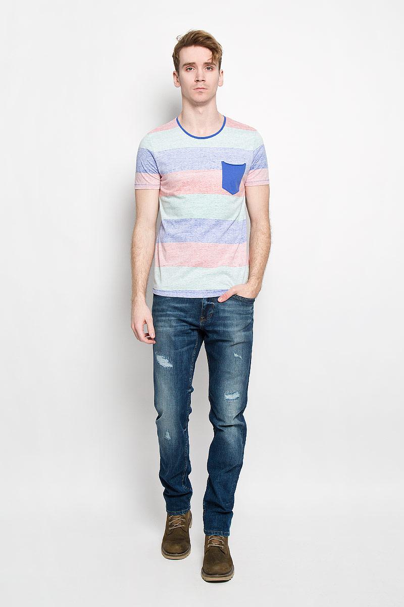 Футболка1033291.09.12_6814Стильная мужская футболка Tom Tailor Denim выполнена из высококачественного 100% хлопка. Материал очень мягкий и приятный на ощупь, обладает высокой воздухопроницаемостью и гигроскопичностью, позволяет коже дышать. Модель прямого кроя с круглым вырезом горловины и короткими рукавами оформлена принтом в широкую полоску. Горловина дополнена трикотажной вставкой. На груди модель оформлена небольшим накладным кармашком. Такая модель будет дарить вам комфорт в течение всего дня и послужит замечательным дополнением к вашему гардеробу.