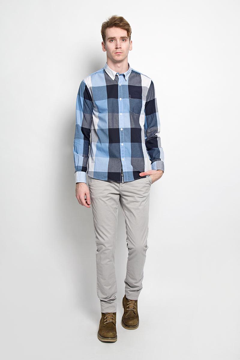 Рубашка20100028 530Стильная мужская рубашка Broadway, изготовленная из высококачественного хлопка с добавлением полиэстера, необычайно мягкая и приятная на ощупь, не сковывает движения и позволяет коже дышать, обеспечивая наибольший комфорт. Модная рубашка с отложным воротником, длинными рукавами и полукруглым низом застегивается на пластиковые пуговицы. Модель оформлена принтом в клетку и на груди слева дополнена накладным карманом. Рукава рубашки дополнены манжетами на пуговицах. Уголки воротника фиксируются при помощи пуговиц. Эта рубашка идеальный вариант для повседневного гардероба. Такая модель порадует настоящих ценителей комфорта и практичности!