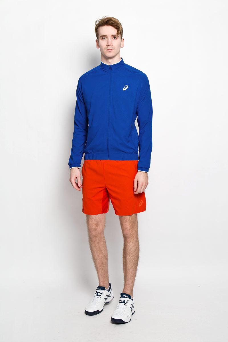 Ветровка130240-8107Мужская куртка для тенниса Club Woven Jacket от Asics, изготовленная из полиэстера, специально разработана для спортивных и активных мужчин. Куртка с воротником-стойкой застегивается на застежку-молнию с ветрозащитным клапаном. По бокам модель дополнена двумя втачными карманами на застежках-молниях. На внутренней стороне размещаются два потайных накладных кармана. Спереди куртка оформлена светоотражающим логотипом. Понизу модель дополнена широкой резинкой, что поможет избежать проникновения ветра. Рукава дополнены манжетами на резинках. Стильная куртка будет удобна для выполнения разминки перед выходом на корт. Вы сразу будете готовы выиграть свое первое очко. А после напряженной игры она поможет вам избежать переохлаждения.