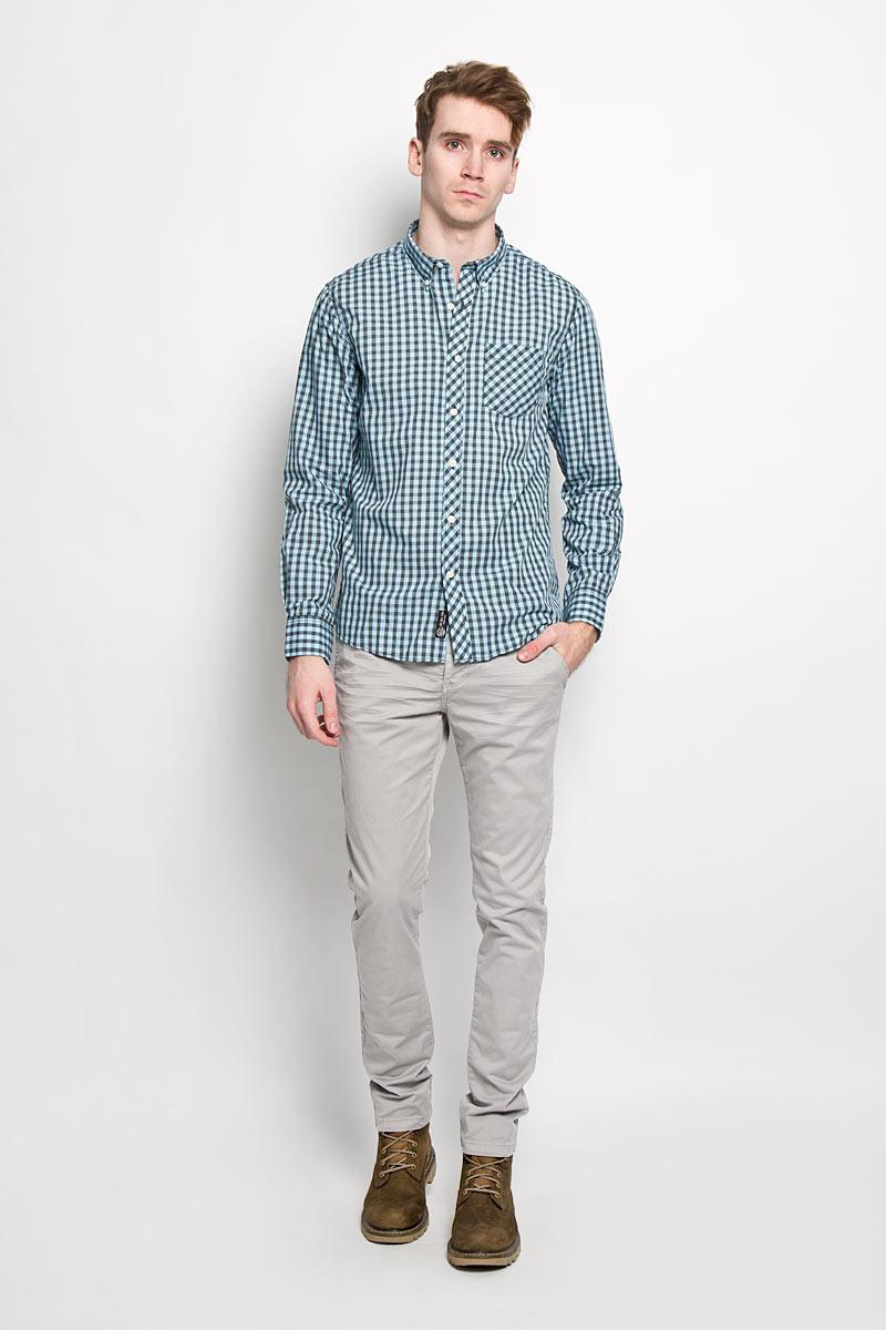Рубашка мужская Broadway, цвет: голубой, серый. 20100064 608. Размер L (50)20100064 608Стильная мужская рубашка Broadway, изготовленная из высококачественного хлопка с добавлением полиэстера, необычайно мягкая и приятная на ощупь, не сковывает движения и позволяет коже дышать, обеспечивая наибольший комфорт.Модная рубашка с отложным воротником, длинными рукавами и полукруглым низом застегивается на пластиковые пуговицы. Модель оформлена принтом в клетку и на груди слева дополнена накладным карманом. Рукава рубашки дополнены манжетами на пуговицах. Уголки воротника фиксируются при помощи пуговиц. Эта рубашка идеальный вариант для повседневного гардероба.Такая модель порадует настоящих ценителей комфорта и практичности!