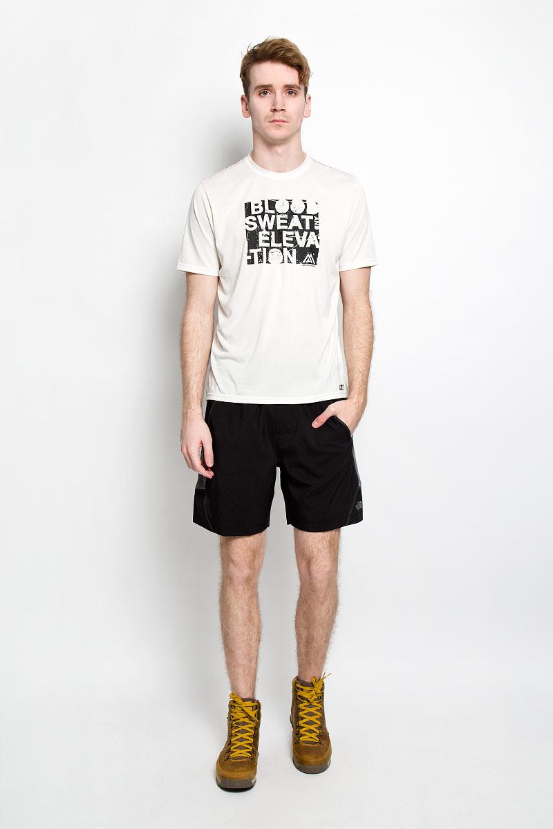 ФутболкаT0CE0PELBЛегкая мужская футболка для фитнеса The North Face M MA GRP RXN AMP CW из серии Mountain Athletics выполнена из полиэстера. Материал обеспечивает отведение влаги на поверхность и способствует ее быстрому испарению. Такая футболка превосходно подойдет для занятий спортом и активного отдыха. Модель с короткими рукавами и круглым вырезом горловины оформлена оригинальным принтом. Модель подарит вам комфорт в течение всей тренировки и послужит замечательным дополнением к вашему спортивному гардеробу.