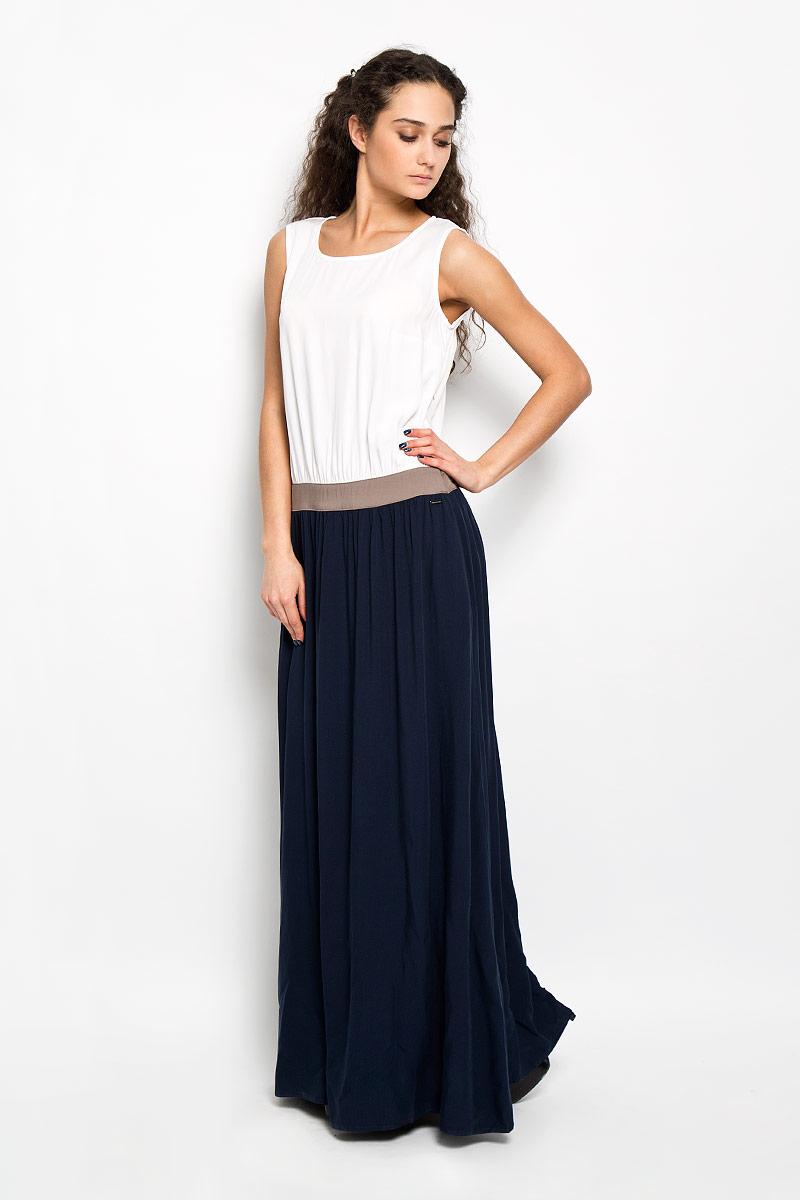 ПлатьеS16-11036_101Элегантное платье Finn Flare макси длины придаст очарование и женственность своей обладательнице. Модель с отрезной талией на поясе, круглым вырезом горловины и без рукавов. Платье выполнено из приятной на ощупь струящейся ткани - высококачественной вискозы в контрастных тонах. На спинке платье застегивается на пуговку. Изысканный наряд создаст обворожительный неповторимый образ. Приталенный силуэт подчеркивает стройность фигуры.
