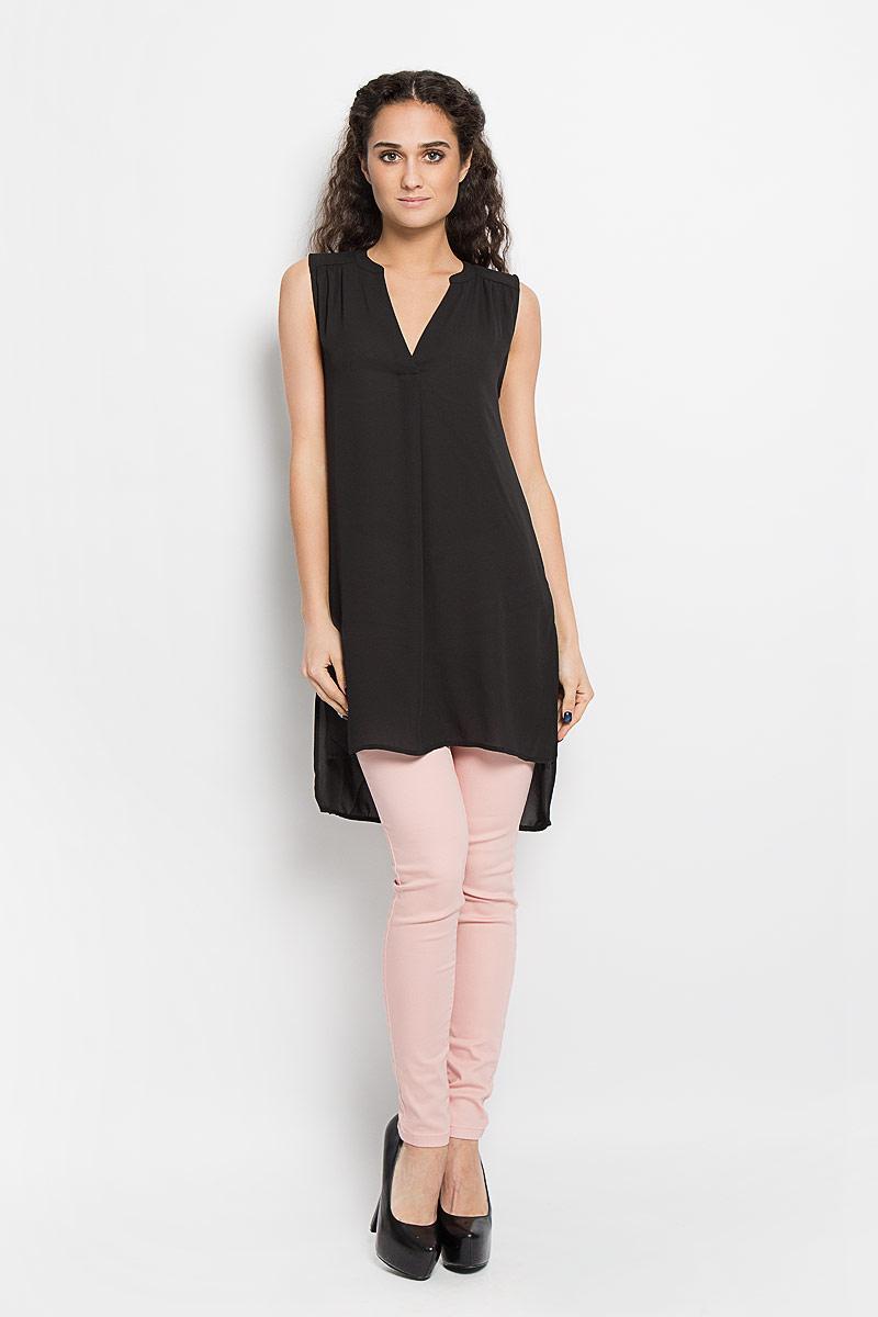 Блузка женская Broadway Bashia, цвет: черный. 10156076 999. Размер S (44)10156076 999Стильная женская блуза Broadway, выполненная из струящегося легкого материала, подчеркнет ваш уникальный стиль и поможет создать оригинальный женственный образ.Модная удлиненная блузка с V-образным вырезом горловины дополнена разрезами по бокам. Перед и спинка изделия отличаются по своей длине. Линия плеча и верхняя часть спинки декорированы мелкими складками.Легкая блуза идеально подойдет для жарких летних дней. Такая блузка будет дарить вам комфорт в течение всего дня и послужит замечательным дополнением к вашему гардеробу.