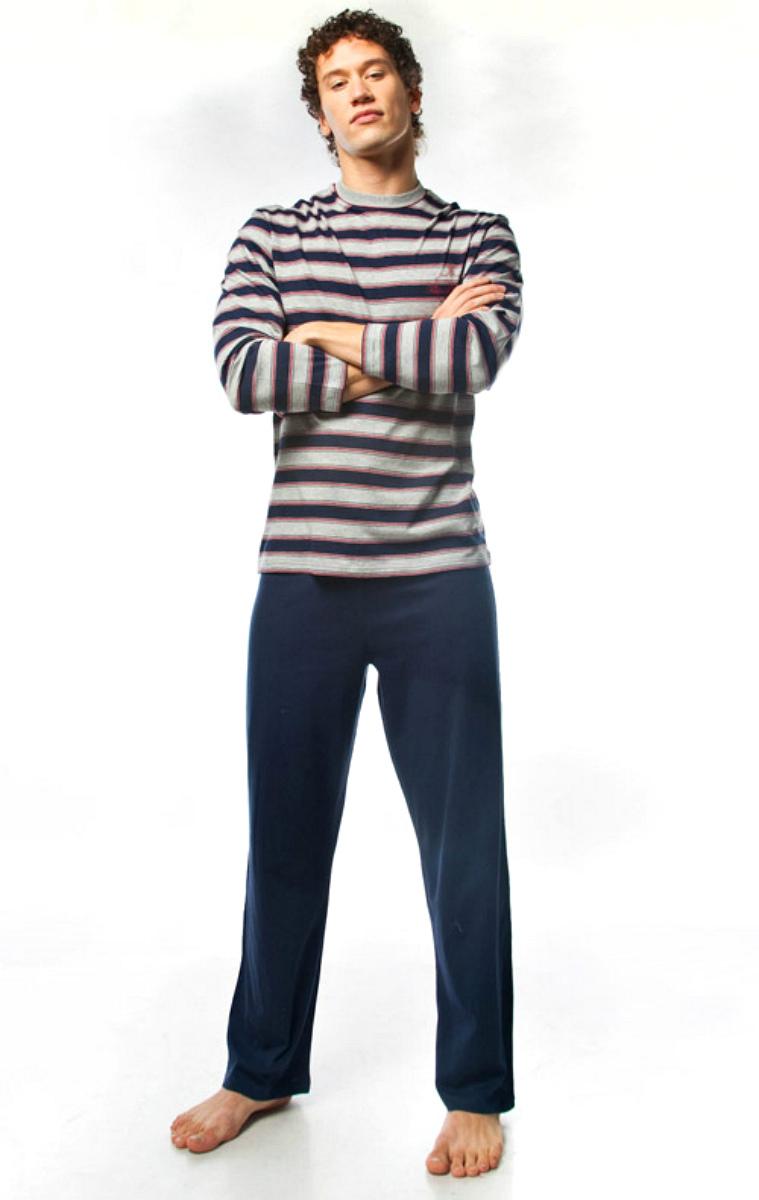 ПижамаMPG-67Симпатичная мужская пижама Lowry, изготовленная из натурального хлопка, приятная на ощупь, не сковывает движения, обеспечивая наибольший комфорт. Пижама состоит из кофты и брюк. Кофта с круглым вырезом горловины и длинными рукавами дополнена принтом в полоску. Брюки свободного кроя дополнены на поясе эластичной резинкой и шнурком для лучшей фиксации на талии. Очень комфортная и уютная пижама.