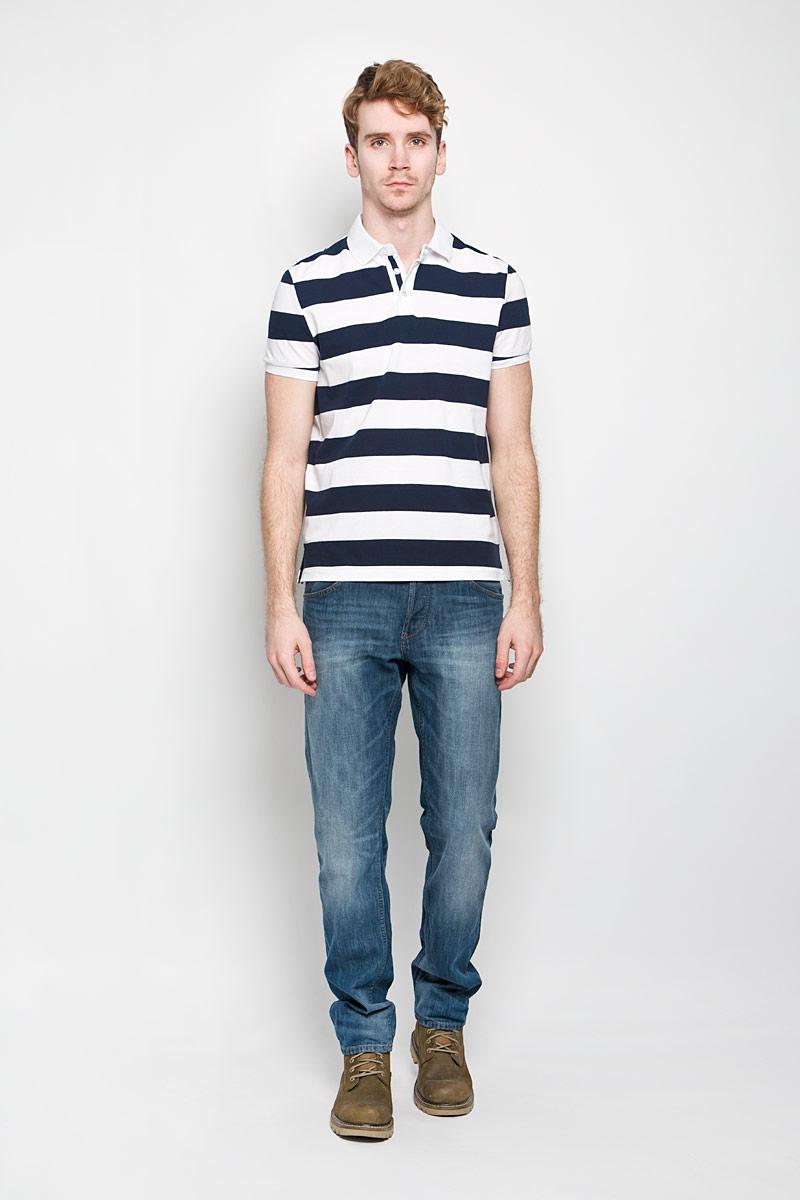 ПолоB706004Стильная мужская футболка-поло Baon изготовленная из натурального хлопка, обладает высокой теплопроводностью, воздухопроницаемостью и гигроскопичностью, позволяет коже дышать. Модель с короткими рукавами и отложным воротником - идеальный вариант для создания оригинального современного образа. Сверху футболка-поло застегивается на 2 пуговицы. Модель оформлена принтом в широкую полоску. В боковых швах обработаны небольшие разрезы. Такая модель подарит вам комфорт в течение всего дня и послужит замечательным дополнением к вашему гардеробу.