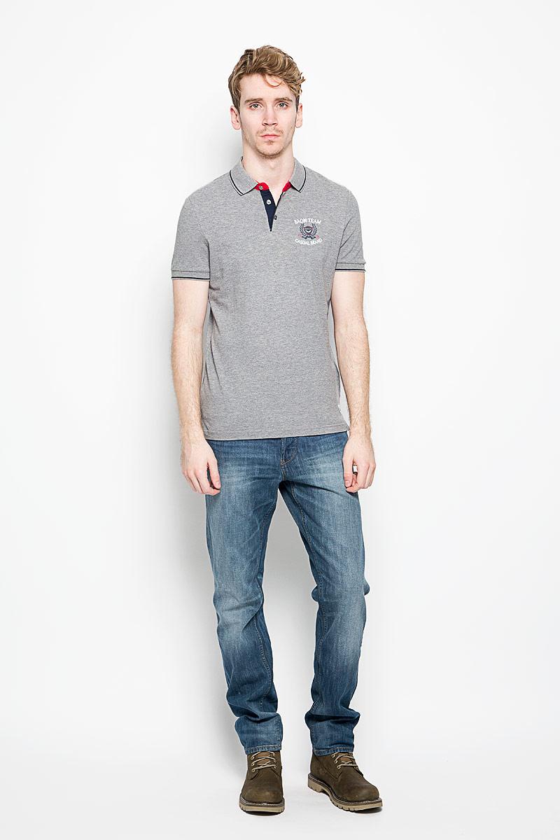 Поло мужское Baon, цвет: серый, красный, белый, черный. B706014. Размер M (48)B706014Мужская футболка-поло Baon поможет создать отличный современный образ. Модель изготовлена из натурального хлопка, очень мягкая, не сковывает движения и хорошо пропускает воздух.Футболка-поло с отложным воротником и короткими рукавами застегивается сверху на три пуговицы. Воротник и края рукавов выполнены из трикотажной резинки с контрастными полосками. Внизу по боковым швам имеются небольшие разрезы. Такая модель отлично подойдет для повседневной носки и подарит вам комфорт в течение всего дня!