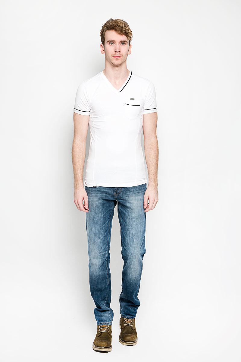 ФутболкаTonga/OPTWHITEСтильная мужская футболка MeZaGuZ выполнена из хлопка с добавлением эластана. Материал очень мягкий и приятный на ощупь, обладает высокой воздухопроницаемостью и гигроскопичностью, позволяет коже дышать. Модель прямого кроя с круглым вырезом горловины и короткими рукавами. Футболка дополнена небольшим накладным карманом, металлической нашивкой с названием бренда и контрастным кантом на горловине, рукавах и кармане. Такая модель подарит вам комфорт в течение всего дня и послужит замечательным дополнением к вашему гардеробу.