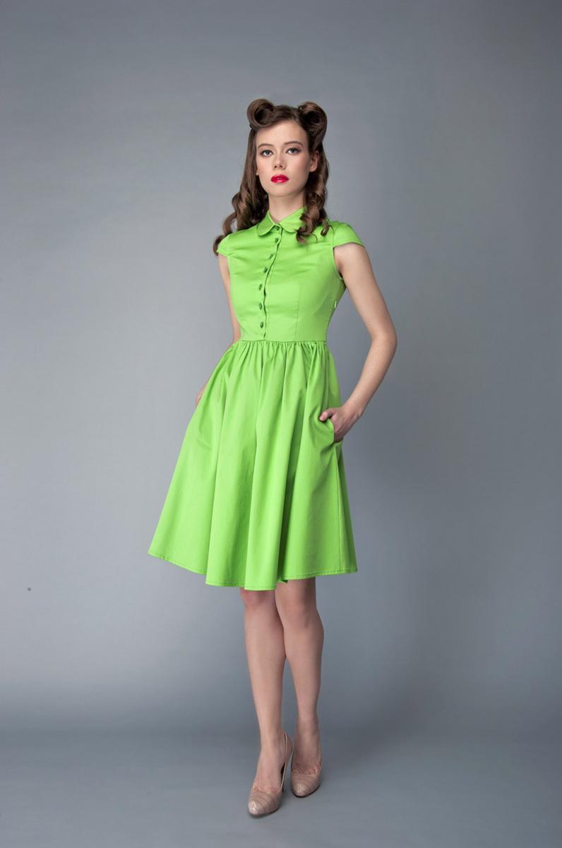 ПлатьеP40K4-LИзящное платье Анна Чапман, выполненное из эластичного хлопка, идеально сидит благодаря правильным выточкам. Платье-миди приталенного кроя с округлым отложным воротником и короткими рукавами подойдет как для вечернего выхода, так и на каждый день. Изделие застёгивается спереди на оригинальные пуговицы до талии, а также на потайную застежку-молнию сбоку. Юбка дополнена складками, что придает силуэту еще более утонченный вид и подчеркивает талию. Предусмотрены врезные карманы по бокам. Платье Анна Чапман станет стильным дополнением к вашему базовому гардеробу. В таком наряде вы, безусловно, привлечете восхищенные взгляды окружающих.