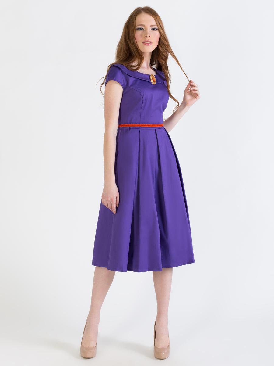 ПлатьеP42K-LЭлегантное однотонное платье Анна Чапман подарит удобство и поможет вам подчеркнуть свой вкус и неповторимый стиль. Платье изготовлено из плотного эластичного хлопка, оно мягкое на ощупь, не раздражает кожу и хорошо вентилируется. Модель с круглым вырезом горловины, дополненным отложным воротником и короткими цельнокроеными рукавами застегивается сбоку на потайную застежку-молнию. Платье идеально сидит, благодаря правильным выточкам и расклешенной юбке, что придает силуэту еще более утонченный вид и подчеркивает талию. В таком наряде вы несомненно окажетесь в центре внимания.
