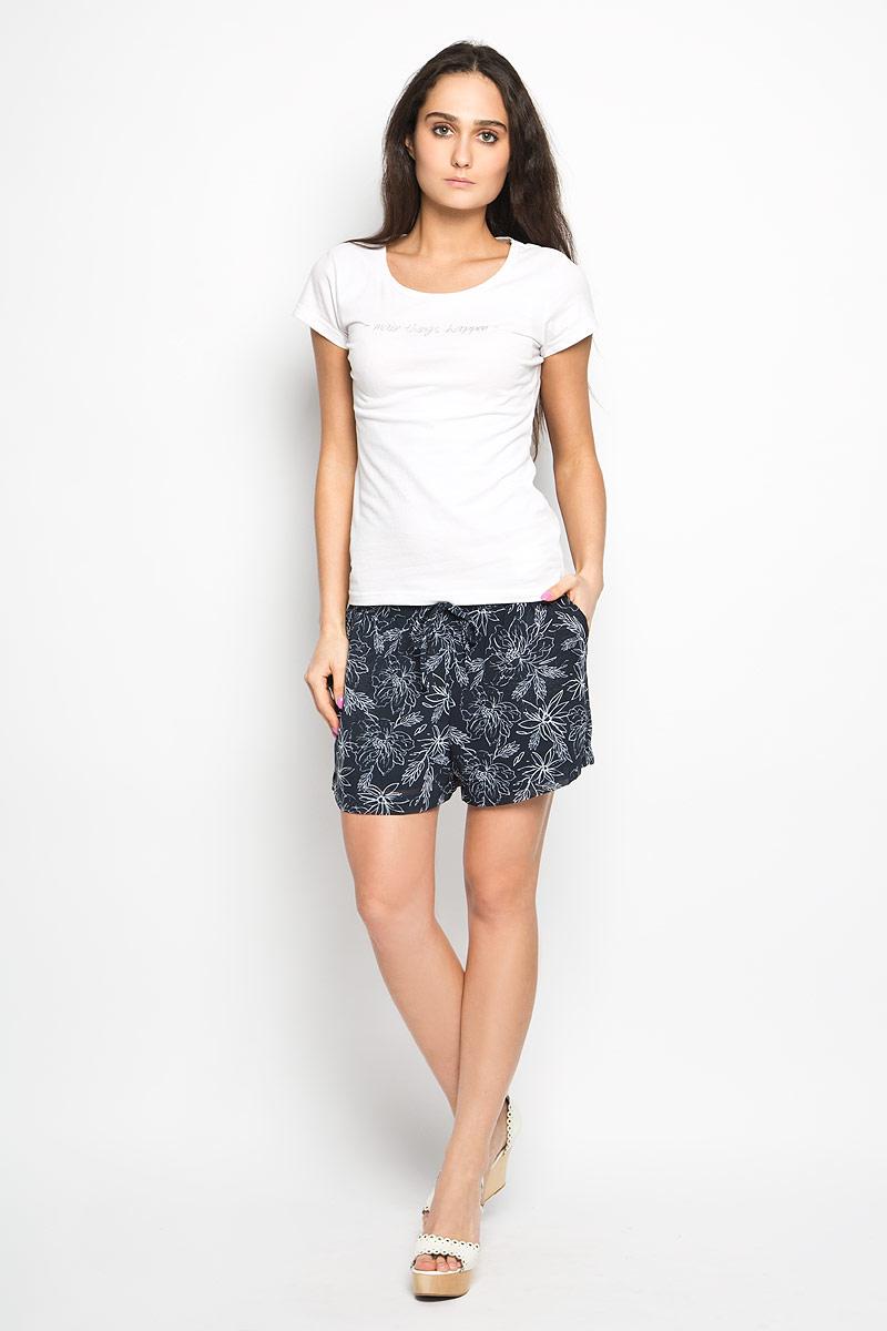 Шорты10156337_053Короткие женские шорты Broadway станут прекрасным дополнением к летнему гардеробу. Они изготовлены из полиэстера, мягкие и приятные на ощупь, не сковывают движения, обеспечивая наибольший комфорт. Подкладка изделия также выполнена из полиэстера. Модель на талии имеет широкую эластичную резинку, декорированную бантиком. Спереди шорты дополнены двумя втачными карманами с косыми краями. Оформлено изделие оригинальным цветочным принтом. Эти шорты идеальный вариант для жарких летних дней.
