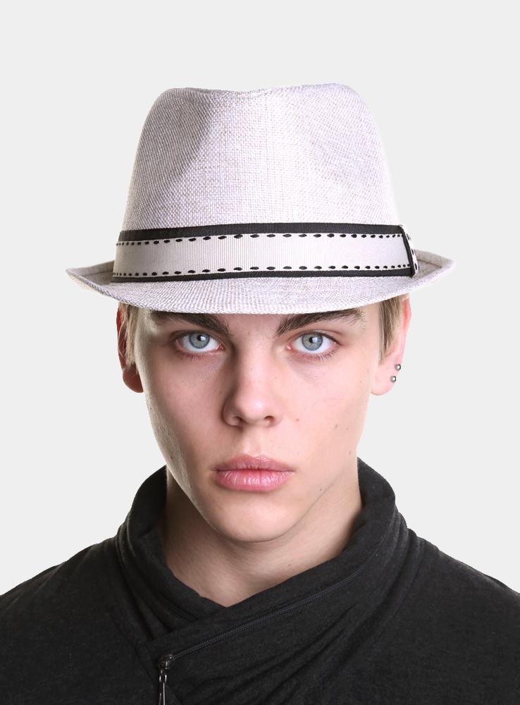 Шляпа1963370Модная шляпа-трилби Canoe Benni, выполненная из полиэстера, украсит любой наряд. Шляпа оформлена двойной простроченной лентой вокруг тульи. Благодаря своей форме, шляпа удобно садится по голове и подойдет к любому стилю. Шляпа легко восстанавливает свою форму после сжатия. Такая шляпка подчеркнет вашу неповторимость и дополнит ваш повседневный образ.