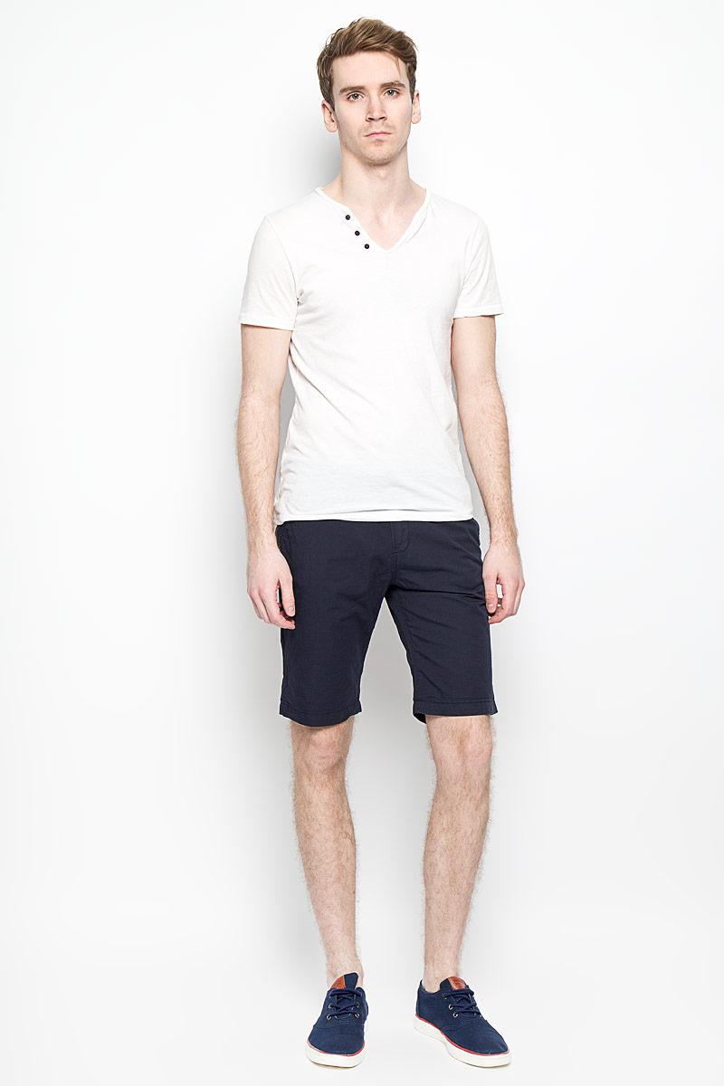 Шорты6403862.09.12_2658Стильные мужские шорты Tom Tailor Denim, изготовленные из натурального хлопка, идеально подойдут для активного отдыха и прогулок. Материал приятный на ощупь, не сковывает движения и хорошо пропускает воздух. Шорты на поясе застегиваются на пластиковую пуговицу и имеют ширинку на застежке-молнии, а также шлевки для ремня. Модель дополнена текстильным ремнем с двойной металлической пряжкой. Спереди расположены два втачных кармана, сзади - два прорезных. Шорты оформлены небольшой текстильной нашивкой с логотипом бренда. Модные шорты послужат отличным дополнением к вашему гардеробу. В них вы всегда будете чувствовать себя уверенно и комфортно.