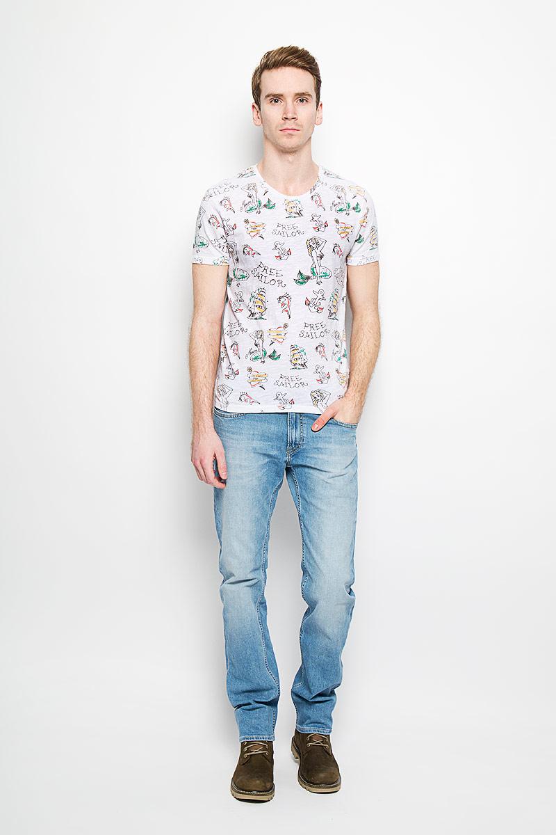 ФутболкаM28105-0348Стильная мужская футболка Lee Cooper, выполненная из высококачественного мягкого хлопка, обладает высокой теплопроводностью, воздухопроницаемостью и гигроскопичностью, позволяет коже дышать. Модель с короткими рукавами и круглым вырезом горловины оформлена оригинальным принтом. Эта футболка - идеальный вариант для создания эффектного образа.