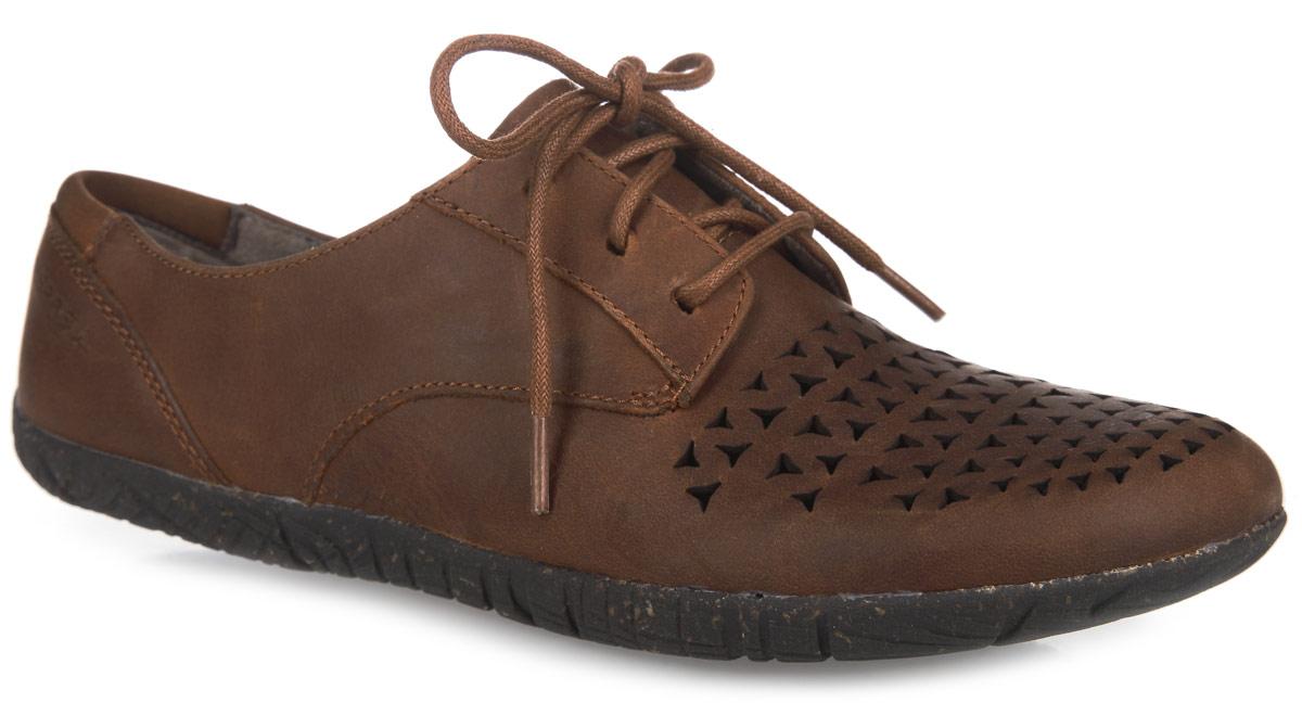 ПолуботинкиJ55508Женские полуботинки от Merrell Mimix Cheer - отличный вариант на каждый день. Модель выполнена из натуральной кожи и оформлена в передней части резными узорами, которые обеспечивают лучшую воздухопроницаемость. Подъем дополнен шнуровкой, надежно фиксирующей обувь на стопе. Стелька с памятью выполнена из текстиля. Технология стельки M Select Fresh естественным образом устраняет бактерии - причину возникновения неприятного запаха внутри ботинка. Текстильная подкладка обеспечит комфорт и предотвратит натирание. Задник оформлен текстильной вставкой и фирменным тиснением. Подошва M Select Grip гарантирует долговечность. Специальный рисунок протектора, обеспечивающий отличное сцепление на разных видах поверхности, сконструирован таким образом, чтобы в его элементах не застревали мелкие камни, не удерживалась земля.