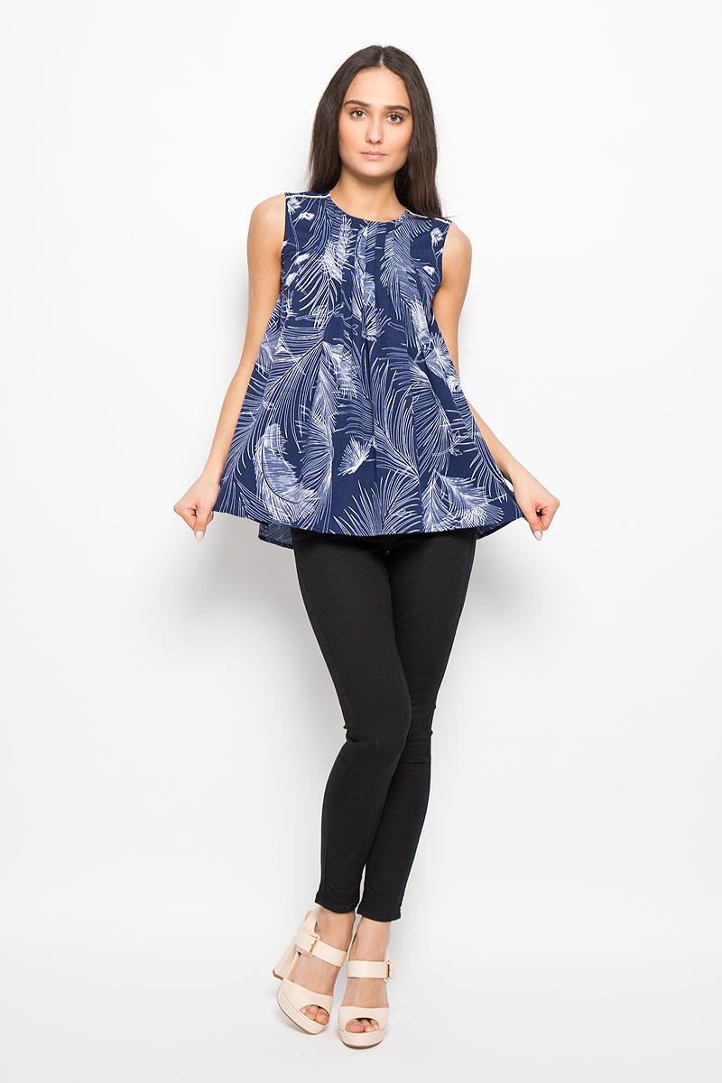 БлузкаDOVA4006Очаровательная женская блузка Lee Cooper, выполненная из струящегося легкого материала, подчеркнет ваш уникальный стиль и поможет создать оригинальный женственный образ. Модная блузка в виде трапеции с круглым вырезом горловины оформлена декоративными складками на линии плеча и на верхней части спинки. Застегивается модель на металлическую застежку-молнию, расположенную на спинке. Легкая блузка идеально подойдет для жарких летних дней. Такая блузка будет дарить вам комфорт в течение всего дня и послужит замечательным дополнением к вашему гардеробу.