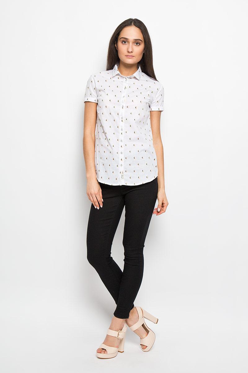 РубашкаW20009-0125Стильная женская рубашка Lee Cooper, выполненная из натурального хлопка, прекрасно подойдет для повседневной носки. Материал очень мягкий и приятный на ощупь, не сковывает движения и позволяет коже дышать. Рубашка слегка приталенного кроя с отложным воротником и короткими рукавами застегивается на пуговицы по всей длине. Рукава дополнены декоративными отворотами. Изделие оформлено принтом с изображением миниатюрных птичек по всей поверхности. Такая рубашка будет дарить вам комфорт в течение всего дня и станет модным дополнением к вашему гардеробу.