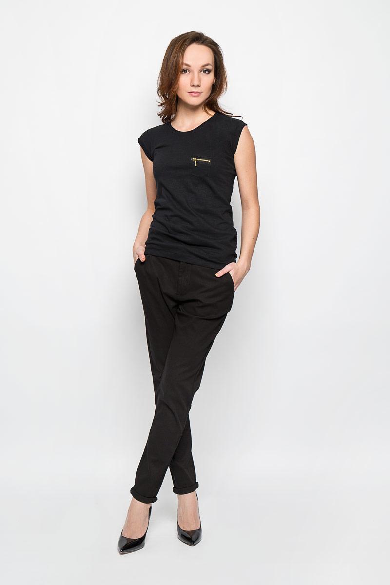 БрюкиL-SP-2001_BLACKСтильные женские брюки Moodo выполнены из хлопка с добавлением эластана. Брюки зауженного кроя и завышенной посадки станут отличным дополнением к вашему образу. Застегиваются брюки на пуговицу и крючок на поясе, и ширинку на застежке-молнии. Изделие имеет шлевки для ремня. Спереди модель оформлена двумя втачными карманами, сзади - имитацией прорезных кармашков. Эти модные и в тоже время комфортные брюки послужат отличным дополнением к вашему гардеробу. В них вы всегда будете чувствовать себя уютно и комфортно.