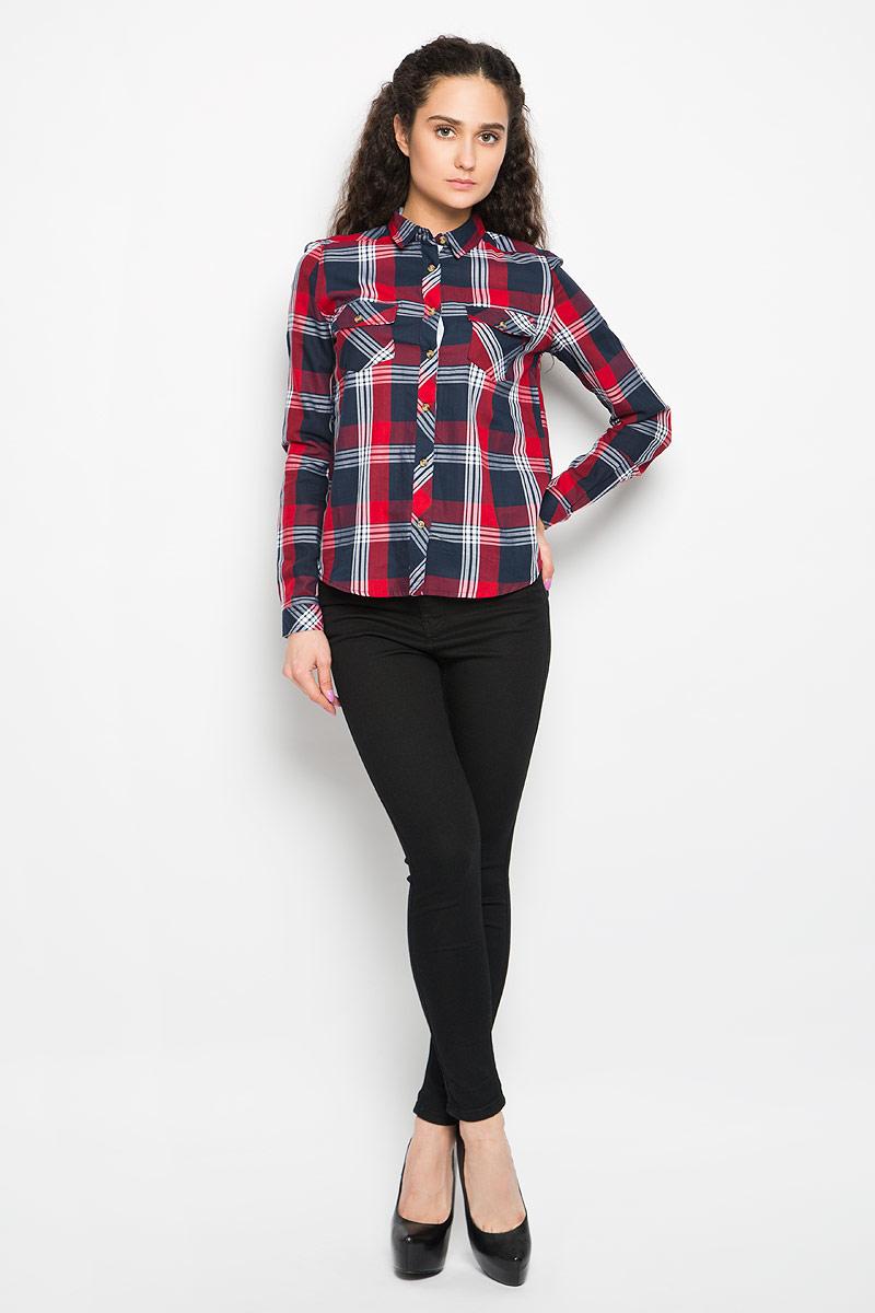 Рубашка женская Moodo, цвет: красный, темно-синий, белый. L-KO-2006 NAVY RED. Размер S (44)L-KO-2006_NAVY_REDСтильная женская рубашка Moodo, выполненная из натурального хлопка, прекрасно подойдет для повседневной носки. Материал очень мягкий и приятный на ощупь, не сковывает движения и позволяет коже дышать.Рубашка приталенного кроя с отложным воротником и длинными рукавами застегивается на пуговицы по всей длине. На груди модели предусмотрены два накладных кармана, которые закрываются клапанами и фиксируются пуговицами . Манжеты рукавов также застегиваются на пуговицы. Модель оформлена принтом в клетку. Такая рубашка будет дарить вам комфорт в течение всего дня и станет модным дополнением к вашему гардеробу.