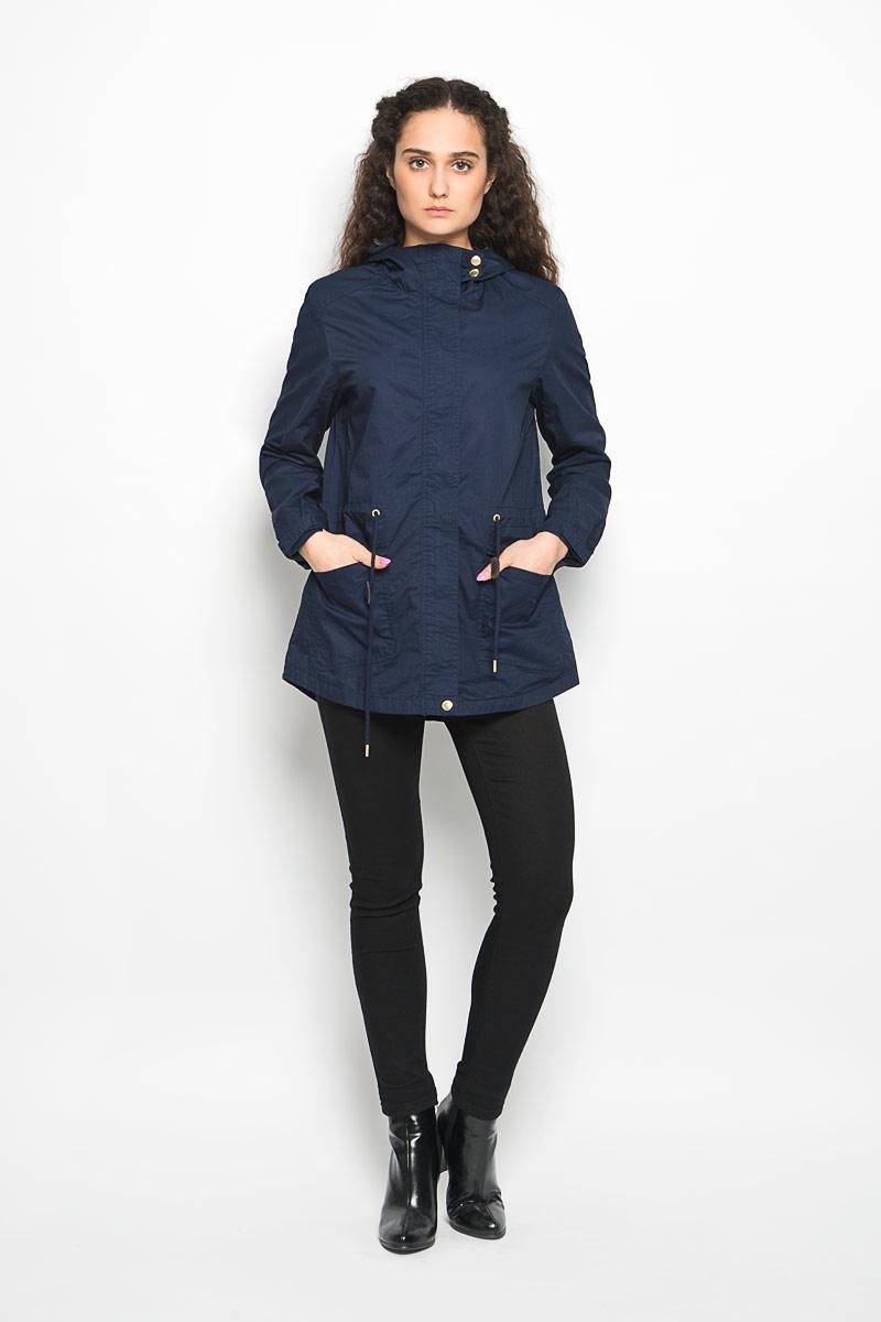 Куртка женская Moodo, цвет: темно-синий. L-KU-2000 NAVY. Размер S (44)L-KU-2000_NAVYСтильная женская куртка Moodo, изготовленная из натурального хлопка на подкладке из полиэстера, легкая и комфортная, прекрасно подойдет для прогулок в прохладное время года.Модель с длинными рукавами и капюшоном застегивается на застежку-молнию и ветрозащитной планкой на кнопках. Капюшон дополнен кулиской. Модель дополнена двумя накладными карманами с клапанами и кулиской по линии талии. Низ рукава дополнен хлястиком на липучке, за счет которого можно регулировать его объем. Спинка немного удлинена.Такая куртка отлично дополнит ваш образ и позволит выделиться из толпы.