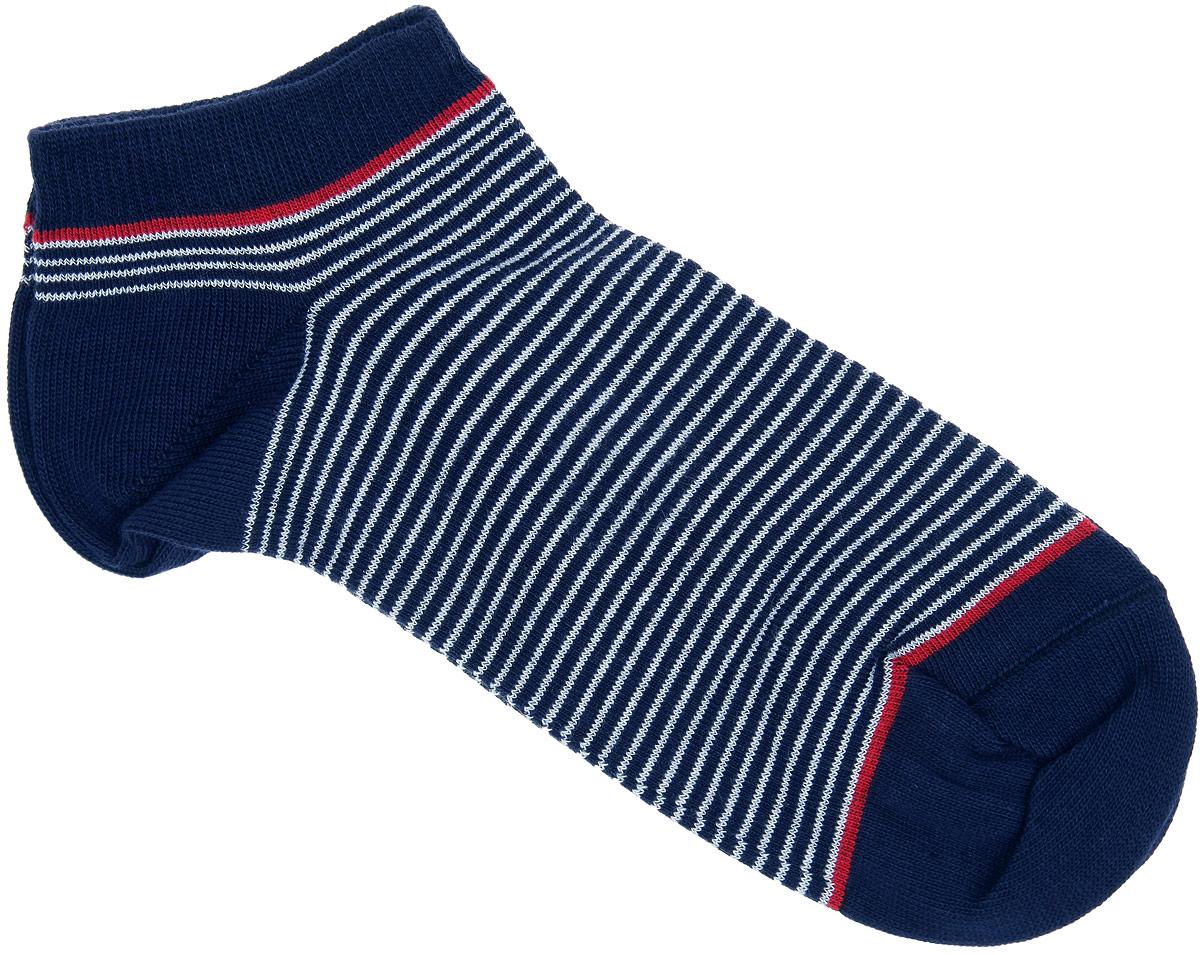 НоскиCD014Удобные носки Alla Buone, изготовленные из высококачественного комбинированного материала, очень мягкие и приятные на ощупь, позволяют коже дышать. Эластичная резинка плотно облегает ногу, не сдавливая ее, обеспечивая комфорт и удобство. Модель с укороченным паголенком, оформлена принтом в полоску. Практичные и комфортные носки великолепно подойдут к любой вашей обуви.