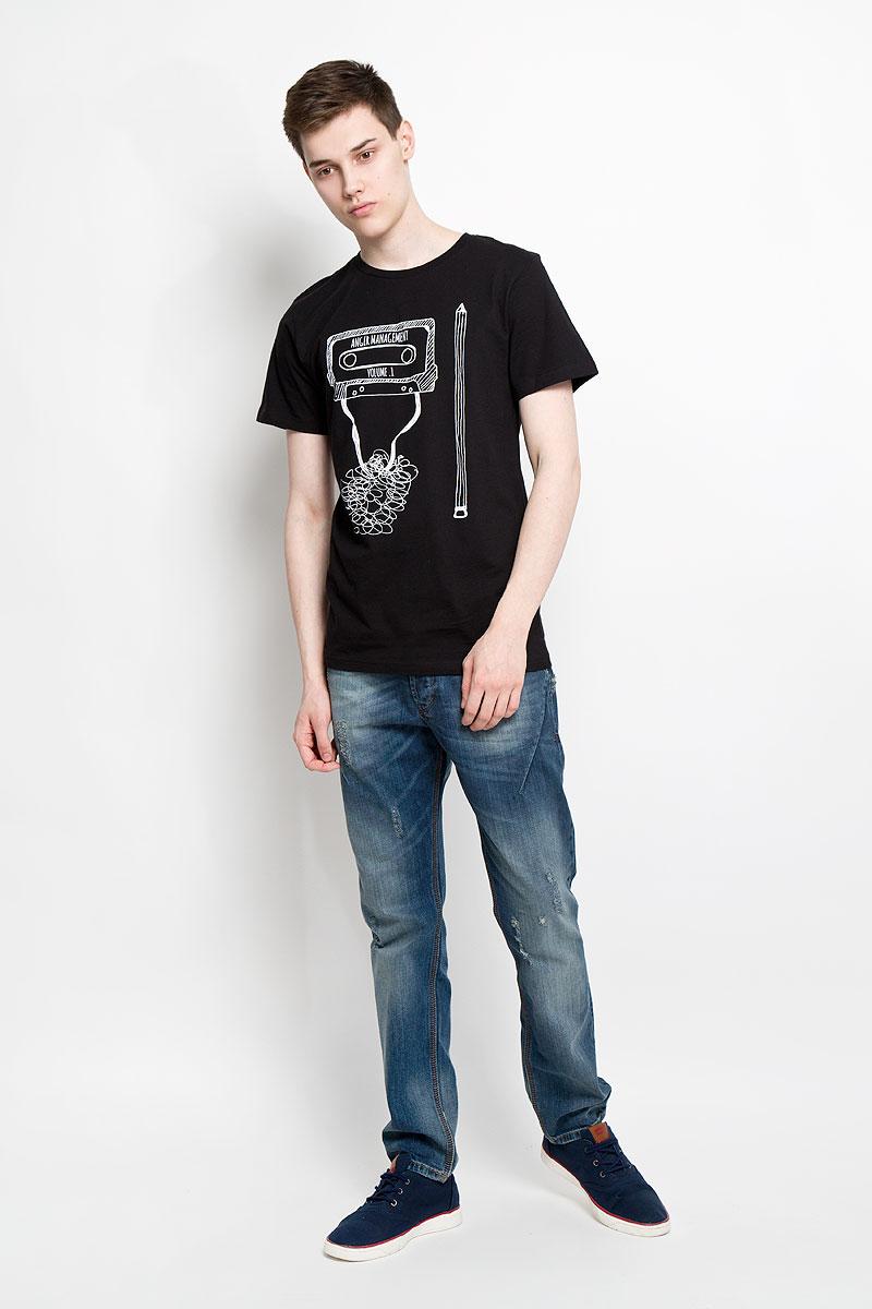 Футболка мужская Dedicated, цвет: черный, белый. 14539. Размер XS (42)14539Отличная мужская футболка Dedicated выполненная из натурального хлопка, обладает высокой теплопроводностью, воздухопроницаемостью и гигроскопичностью, позволяет коже дышать. Модель прямого покроя с круглым вырезом горловины и короткими рукавами. Горловина обработана трикотажной резинкой, которая предотвращает деформацию после стирки и во время носки. Спереди футболка дополнена оригинальным рисунком и надписями на английском языке.Такая футболка подарит вам комфорт в течение всего дня.