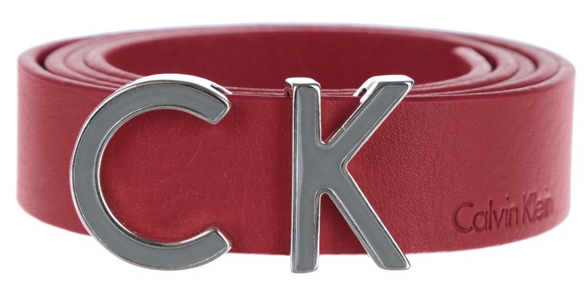Ремень женский Calvin Klein, цвет: красный. K60K601090_6050. Размер 95K60K601090Стильный женский ремень Calvin Klein Jeans станет великолепным дополнением к любому образу.Ремень изготовлен из натуральной кожи и оформлен декоративной пряжкой в виде букв CK и тиснением в виде названия бренда. Ширина изделия дает возможность эффективно применять его с джинсами, брюками или верхней одеждой. Длина ремня регулируется. В комплект входит фирменный чехол.Такой ремень шикарно дополнит образ и не перегрузит его лишними деталями, а также позволит вам подчеркнуть свой вкус и индивидуальность.