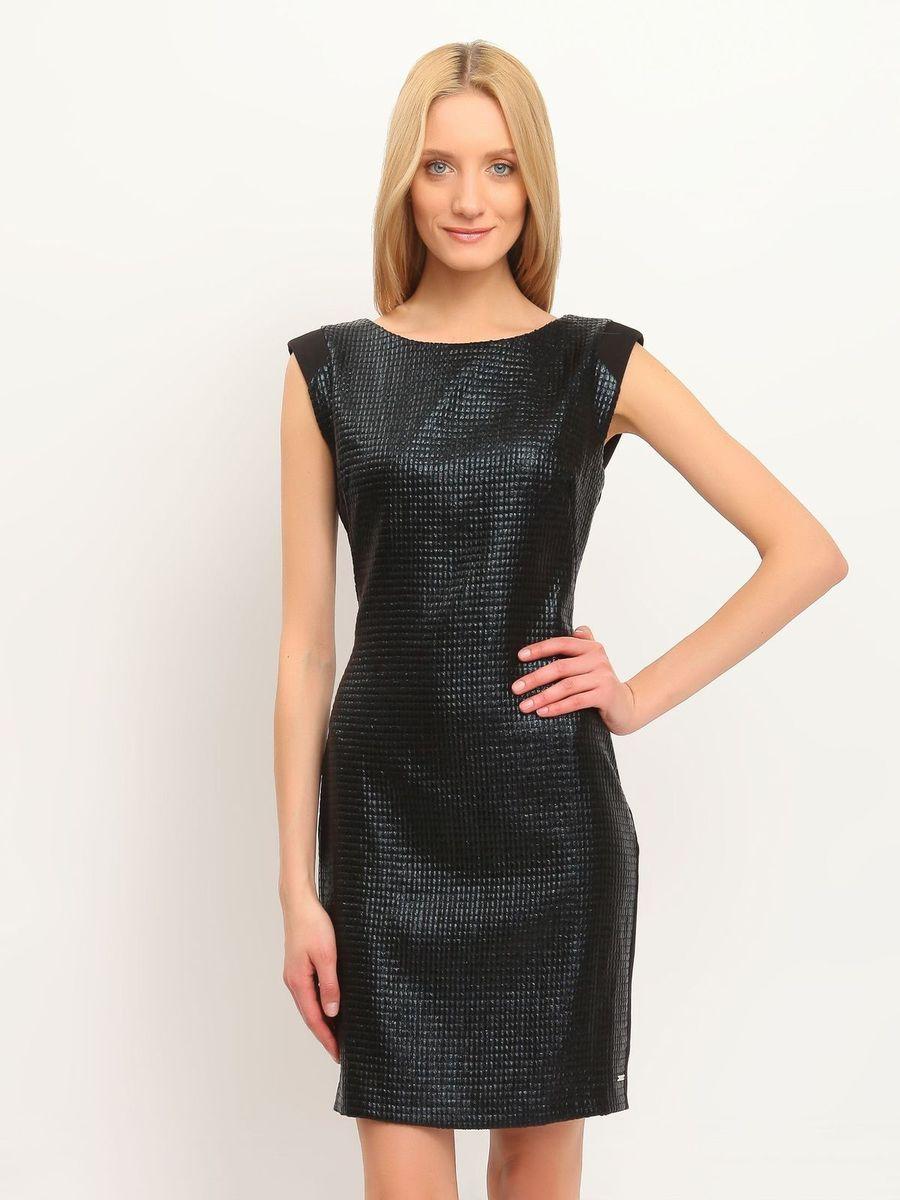 Платье Top Secret, цвет: черный. SSU1489CA. Размер 40 (46)SSU1489CAПлатье Top Secret станет эффектным дополнением к вашему гардеробу. Оно изготовлено из мягкой, приятной на ощупь ткани, не сковывает движения, хорошо вентилируется.Модель с круглым вырезом горловины застегивается по спинке на скрытую молнию. Передняя часть платья выполнена из материала с оригинальным глянцевым покрытием. Сзади имеется небольшой разрез. Изделие украшено металлической пластиной с названием бренда.Лаконичный дизайн и совершенство стиля подчеркнут вашу индивидуальность!