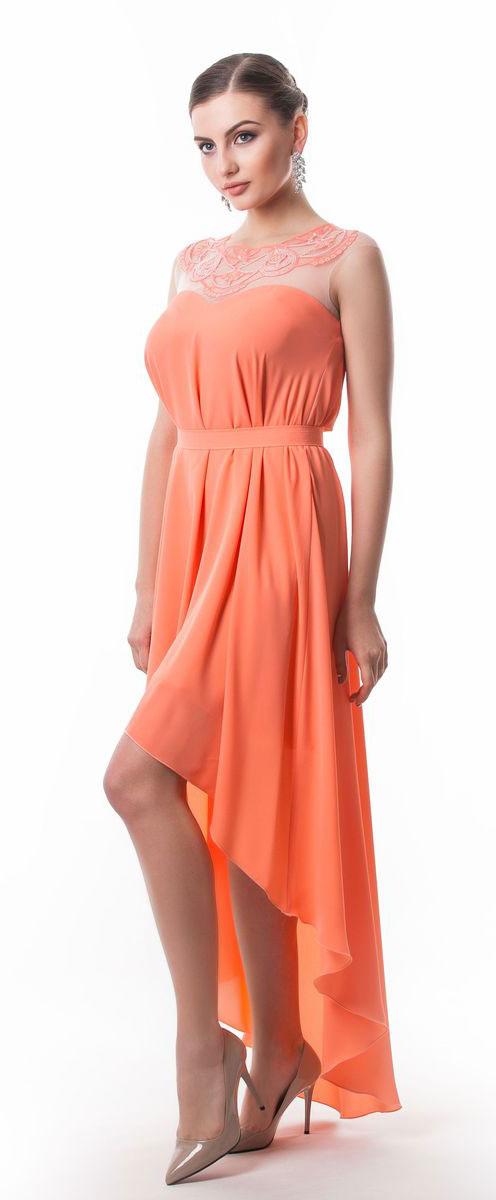 Платье Seam, цвет: лососевый. 4392_304. Размер S (44)4392_304Стильное платье Seam выполнено из полиэстера. Модель с круглым вырезом горловины по лифу оформлена оригинальным узором расшитым бисером. Спинка изделия сильно удлинена. По талии платье дополнено съемным текстильным поясом на пуговице.