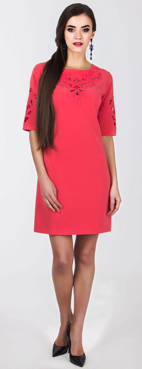 Платье5010_303Очаровательное вечернее платье Seam, выполненное из высококачественного полиэстера с добавлением спандекса, оно отлично сидит по фигуре и подчеркнет ваши достоинства. Платье-миди с рукавом 1/2 и круглым воротником выполнено в лаконичном однотонном стиле. Верх и рукава модели оформлены элегантной узорчатой вышивкой с небольшими прорезями.