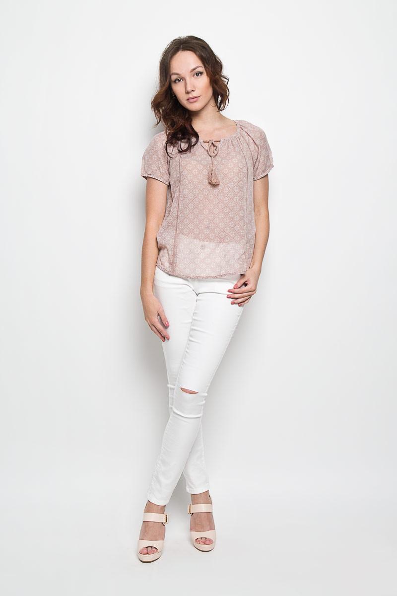 Блузка10156253 046Стильная женская блуза Broadway Estera, выполненная из 100% полиэстера, подчеркнет ваш уникальный стиль и поможет создать оригинальный женственный образ. Легкая блузка с круглым вырезом горловины, который дополнен завязками с кисточками, и короткими рукавами оформлена оригинальным принтом. Спинка блузки слегка удлинена. Модель идеально подойдет для жарких летних дней. Такая блузка будет дарить вам комфорт в течение всего дня и послужит замечательным дополнением к вашему гардеробу.